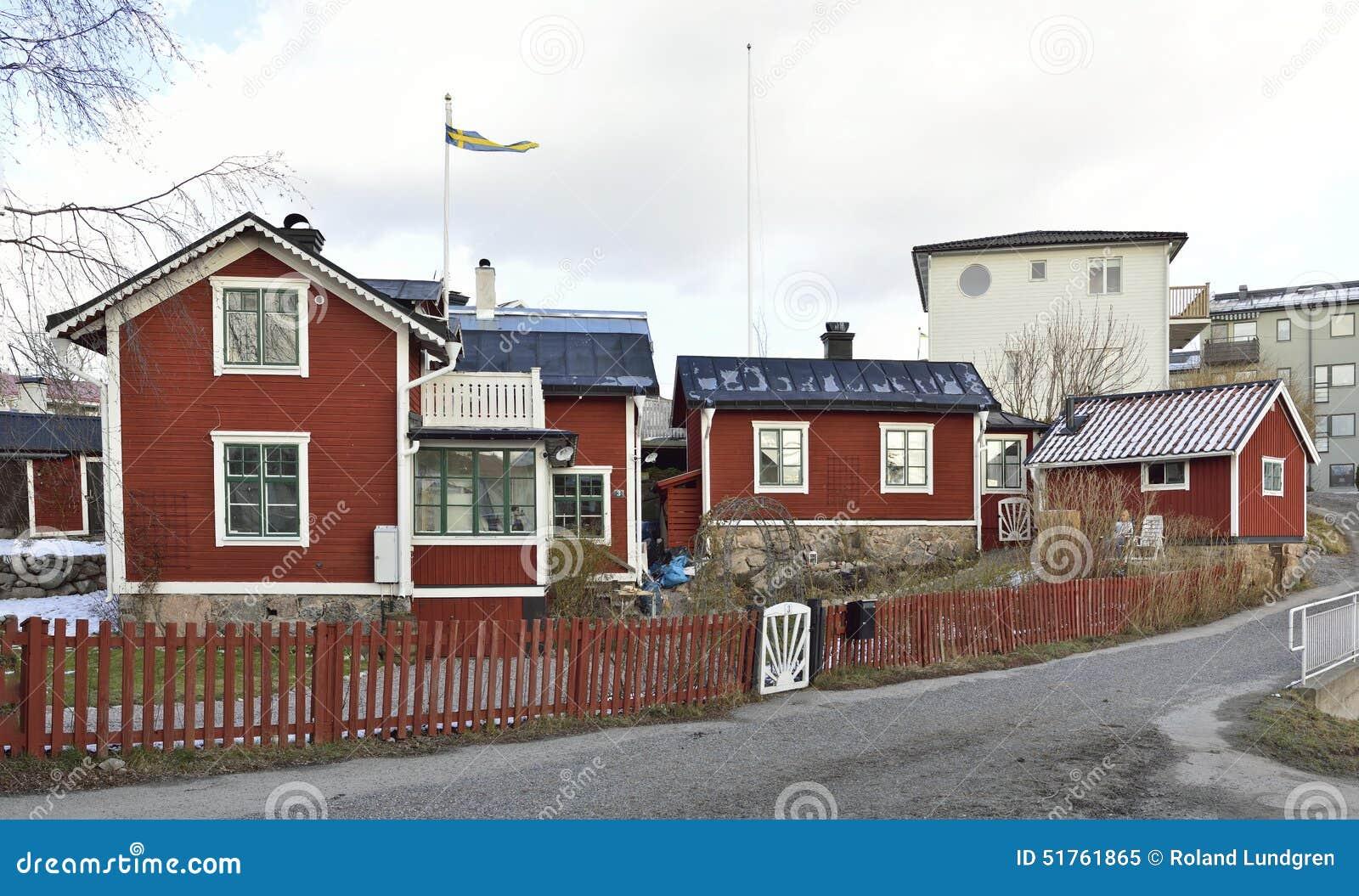 Nouveaux rouges l 39 quilibre for Exterieur vieille maison
