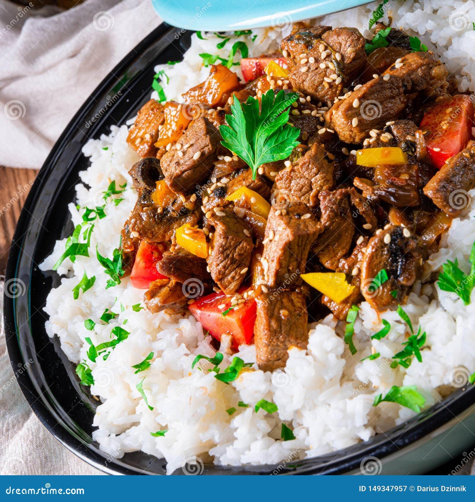 Un Guiso De Carne Tayiko Con Paprika De Arroz Y Semillas De Sésamo Imagen De Archivo Imagen De Tayiko Carne 149347957