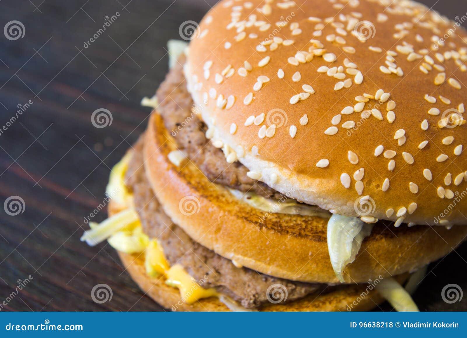 Un hamburger juteux