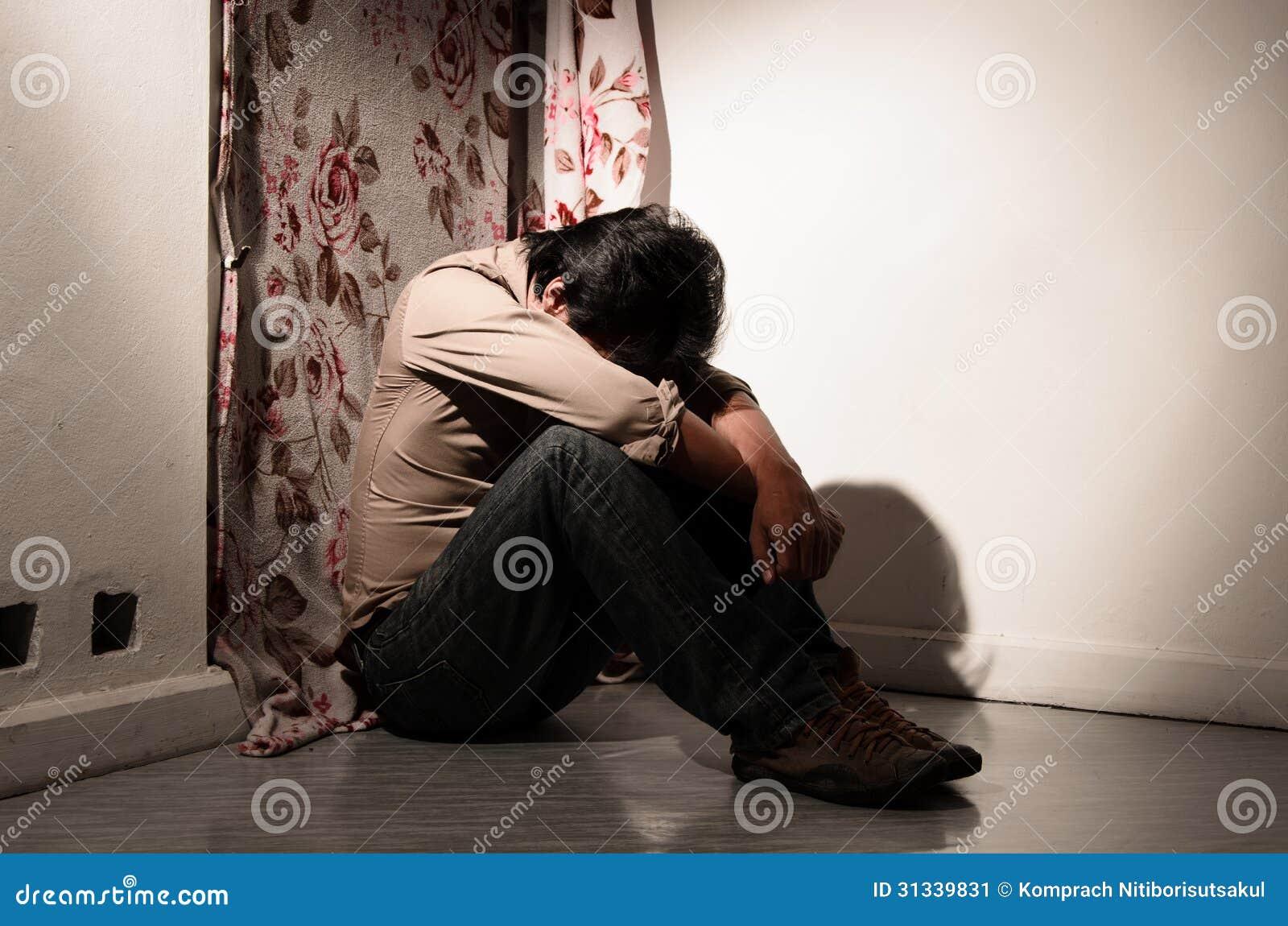 Un homme dans l émotion isolée
