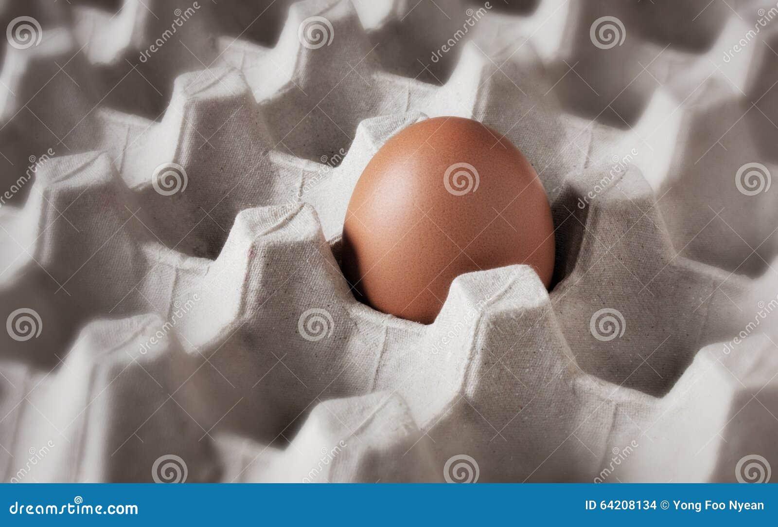 Un huevo fresco en el cajón
