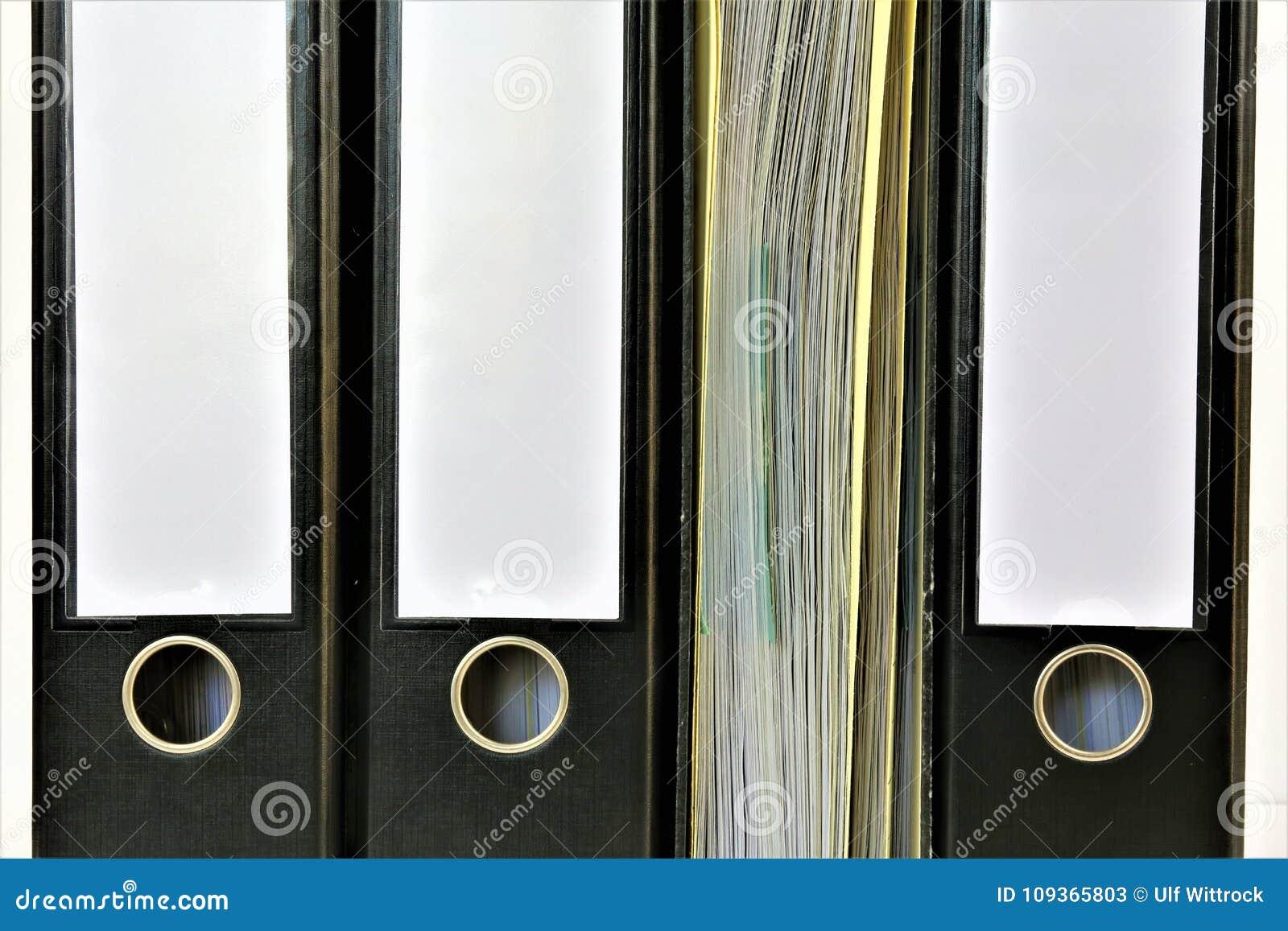 Un immagine di concetto di un raccoglitore con lo spazio della copia