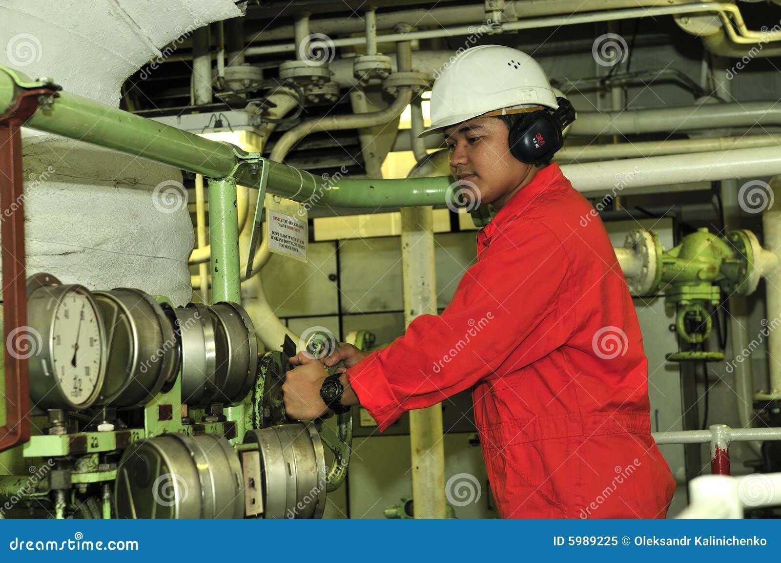 Un ingeniero del envío
