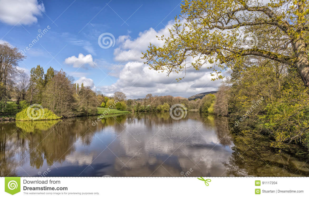 Un lac tranquille, Worcestershire, Angleterre