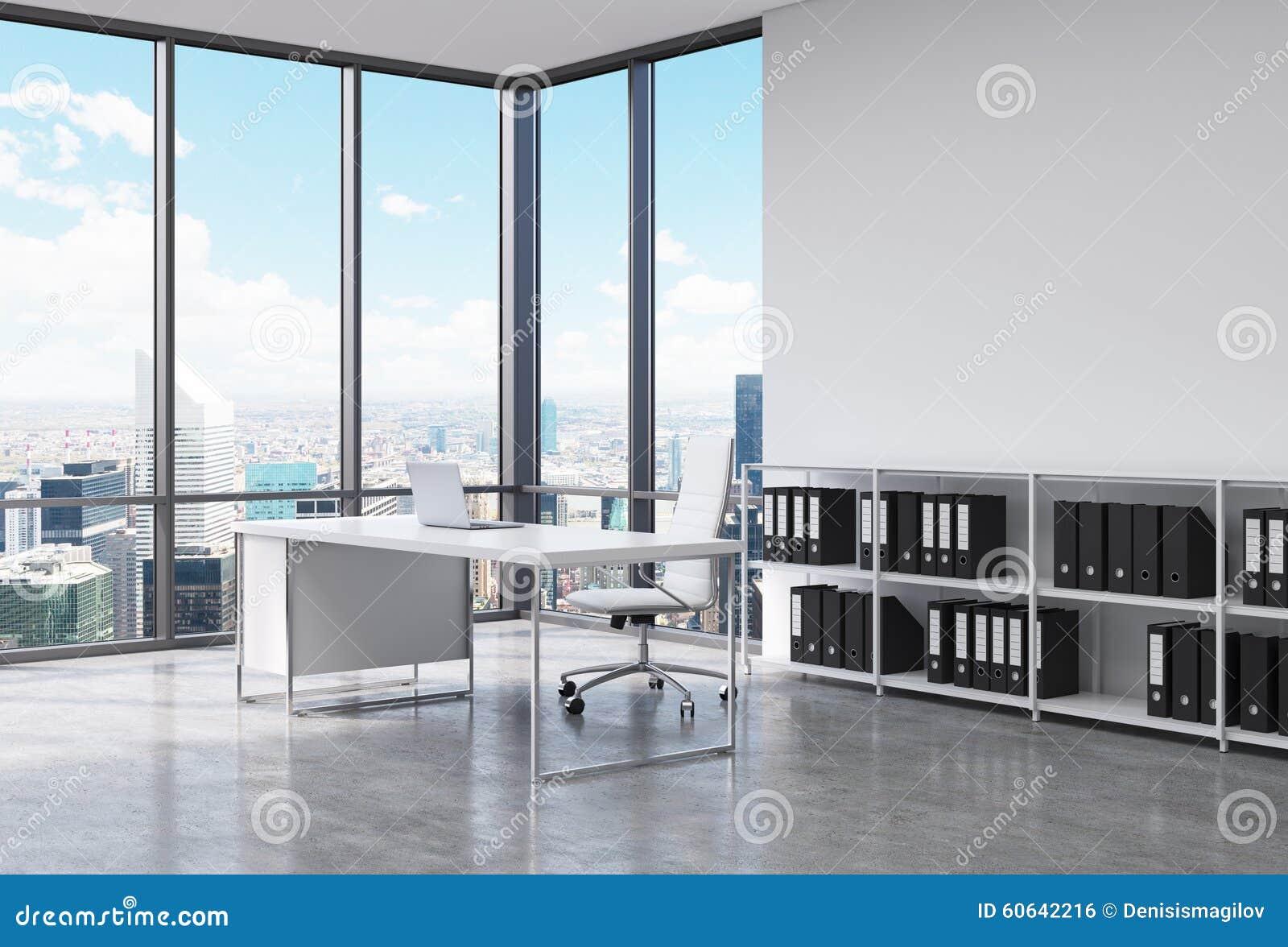 un lieu de travail de pr sident dans un bureau panoramique faisant le coin moderne new york. Black Bedroom Furniture Sets. Home Design Ideas