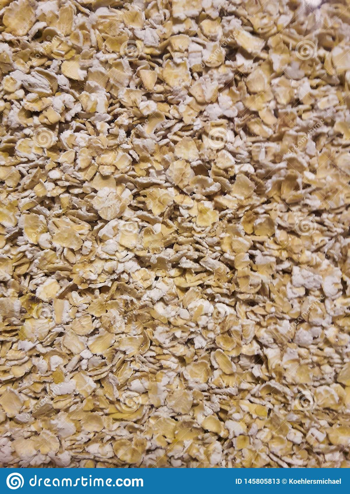 Un manojo de cereal de la harina de avena en un vidrio