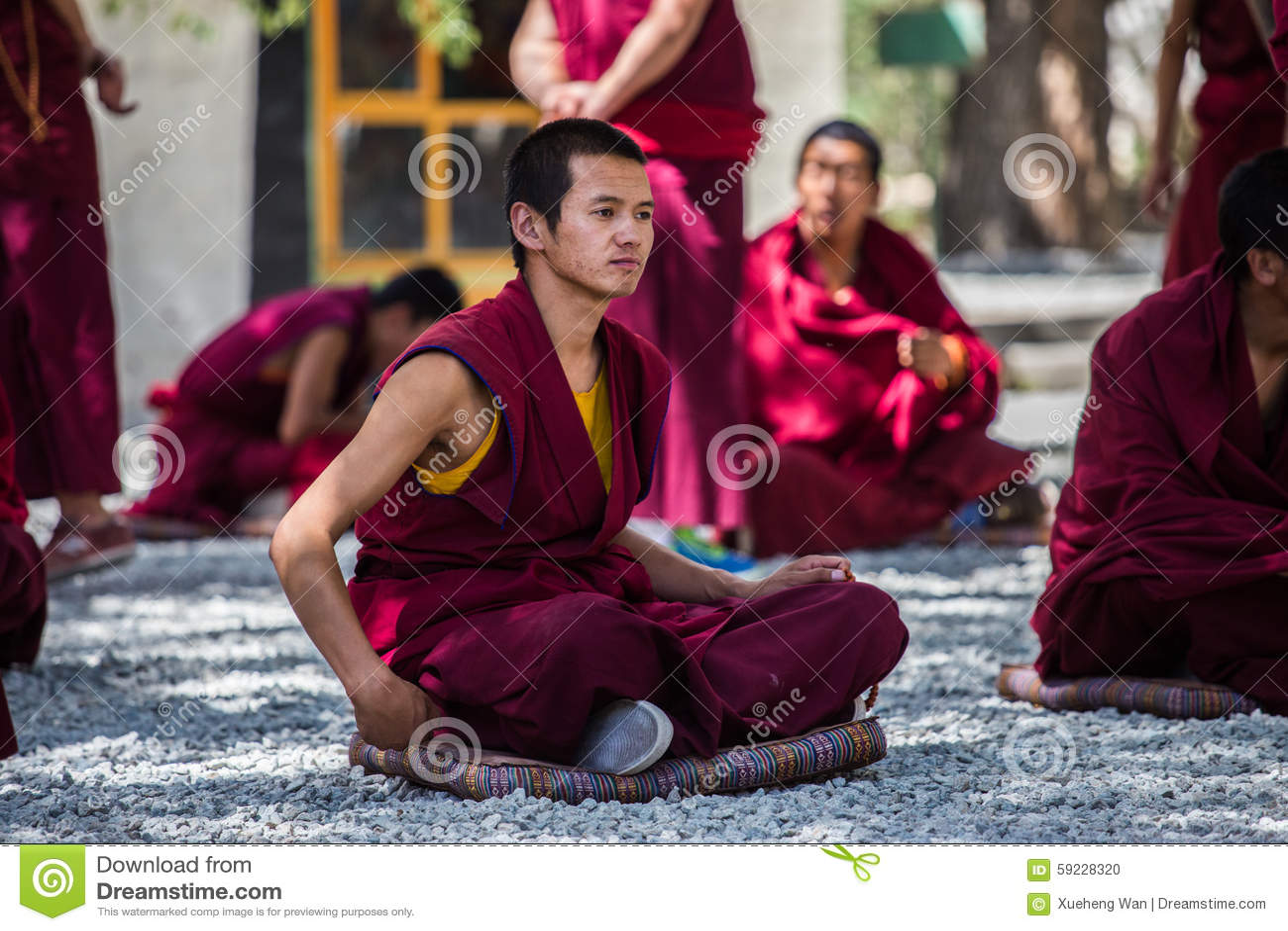 Download Un Manojo De Monjes Budistas Tibetanos De Discusión En Sera Monastery Imagen editorial - Imagen de para, necesidades: 59228320