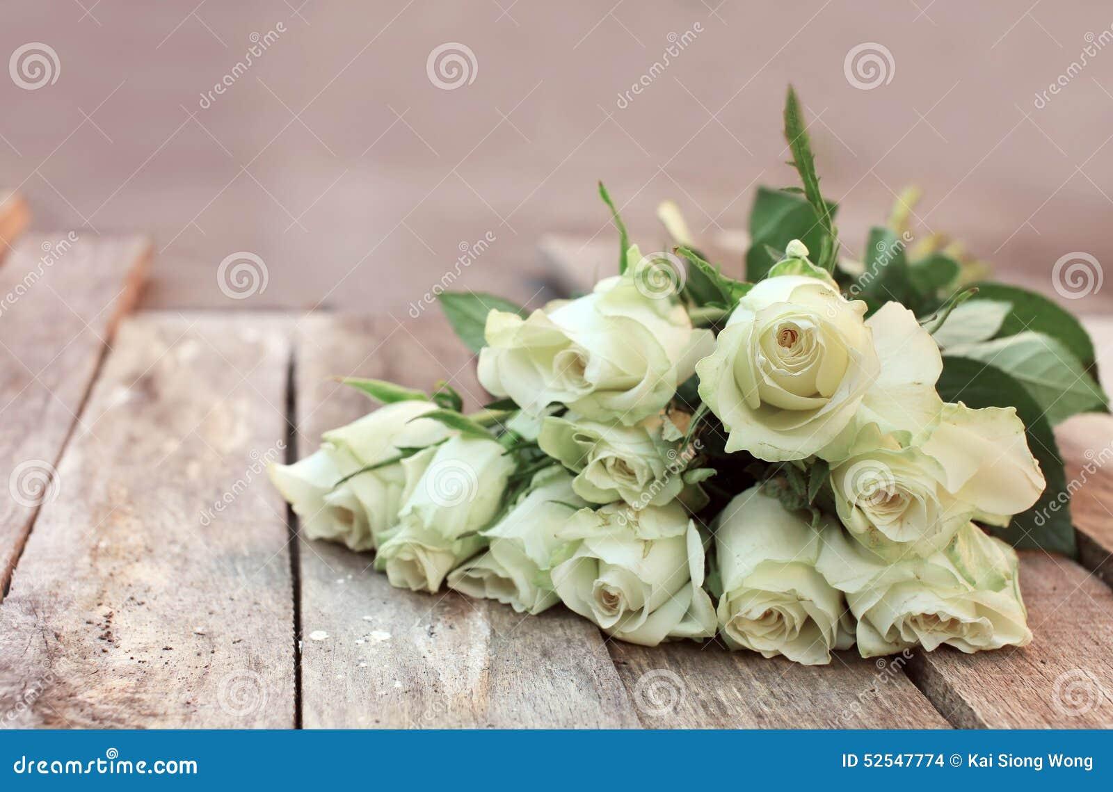 Un mazzo di rose bianche fotografia stock immagine 52547774 for Costruire un mazzo di portico