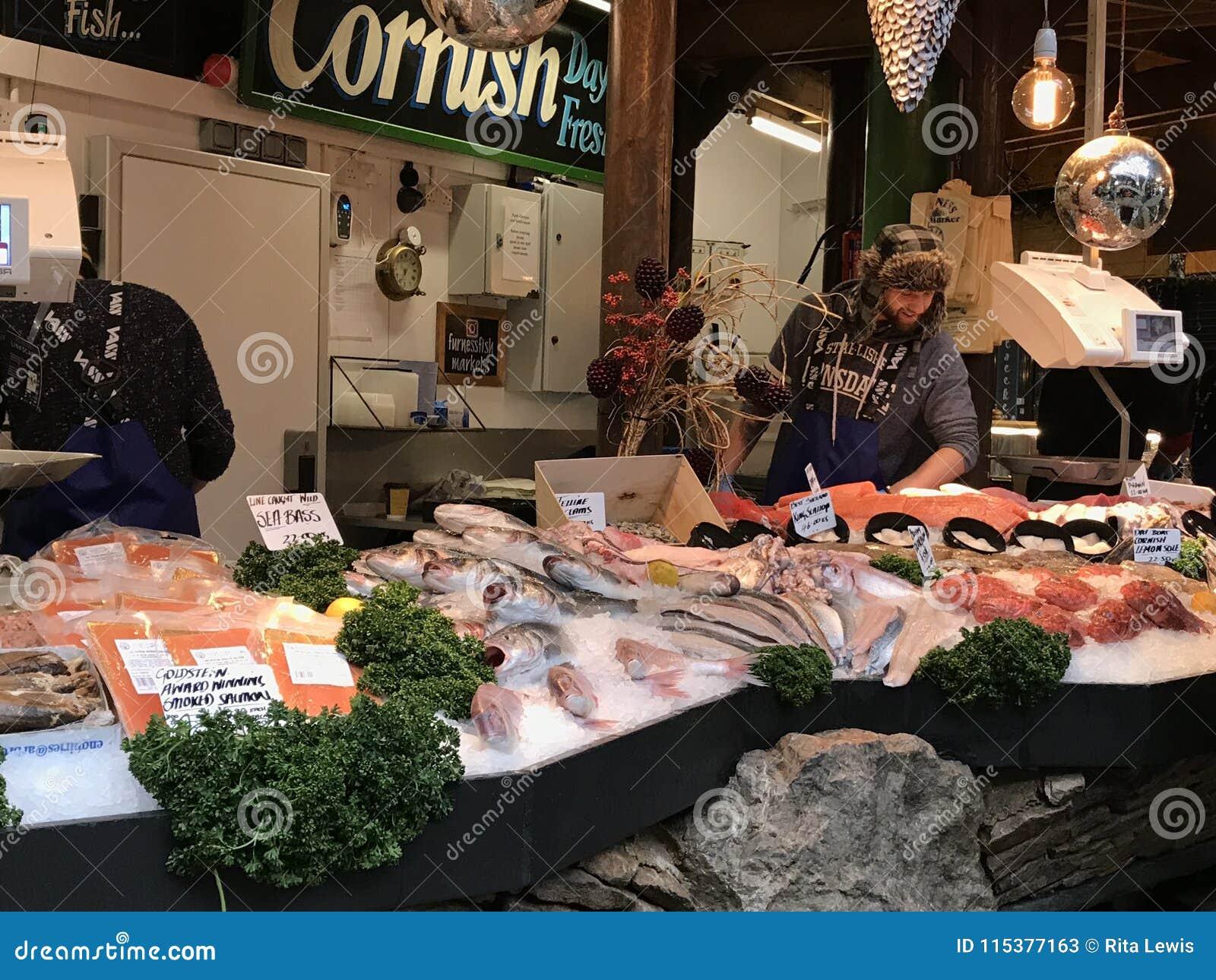 Un mercado de pescados en el mercado de la ciudad, Londres
