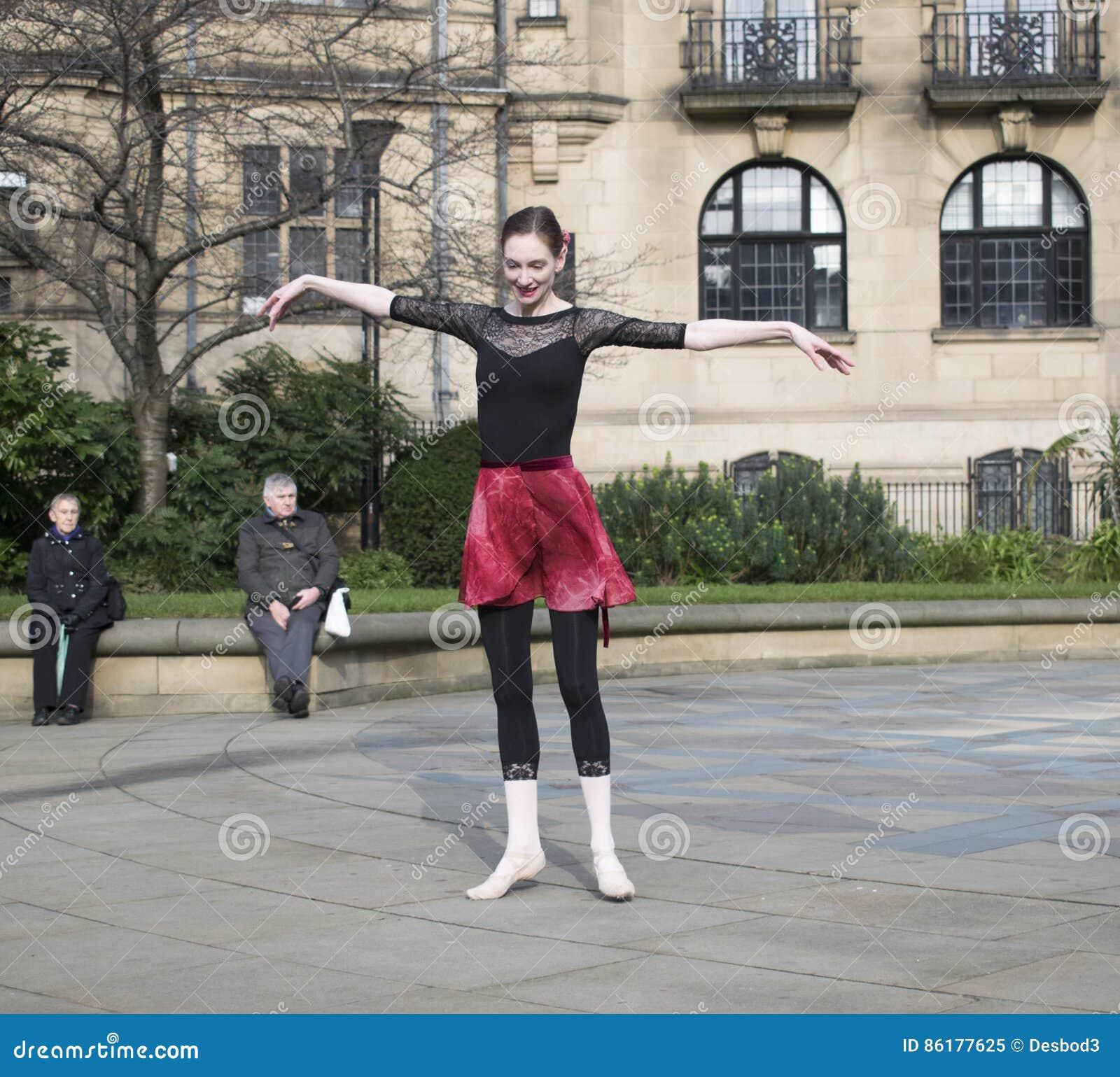 Un milliard de danse instantanée en hausse de foule à Sheffield