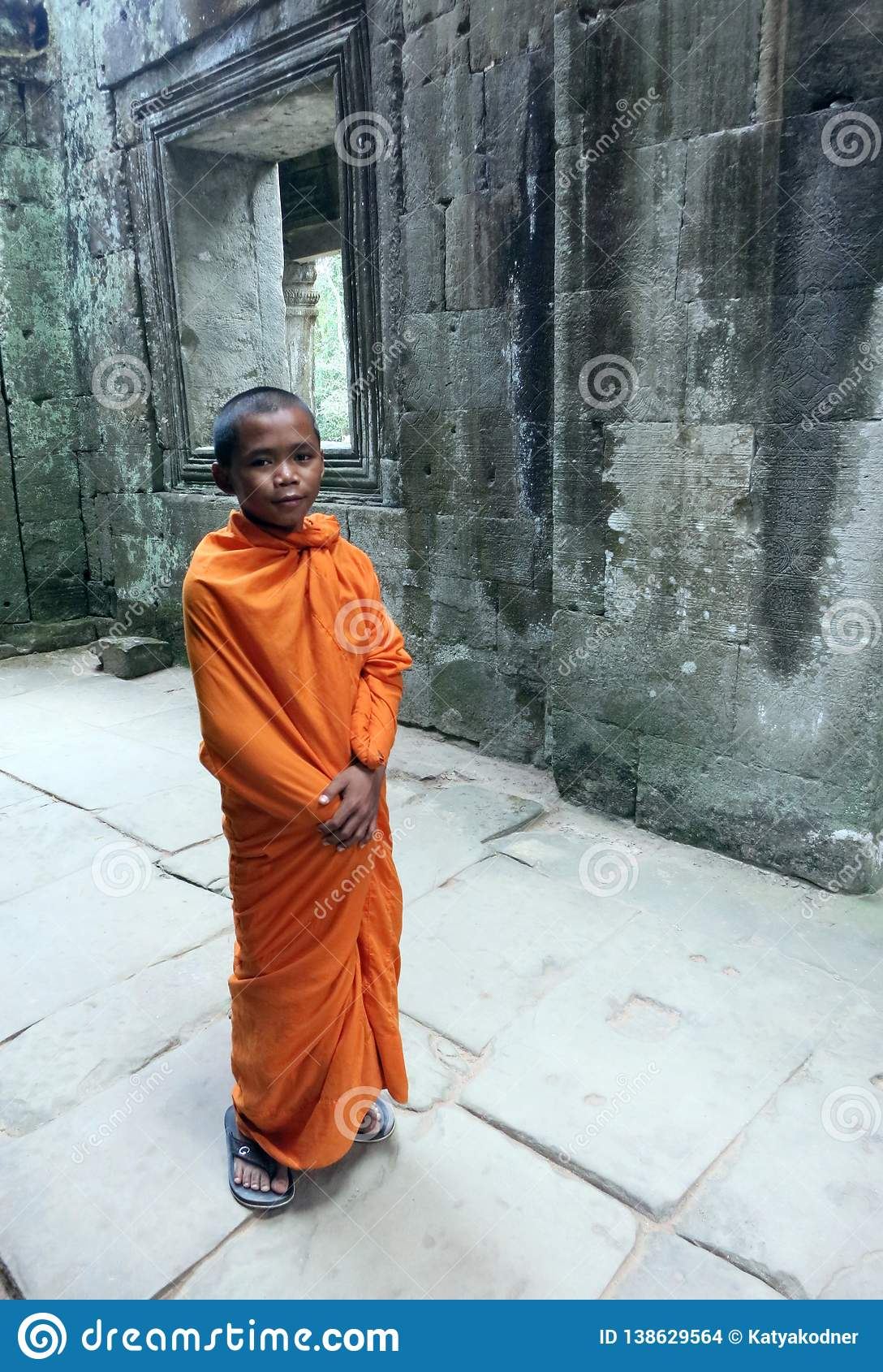 Un monaco buddista del bambino nel tempio di Preah Khan in Siem Reap