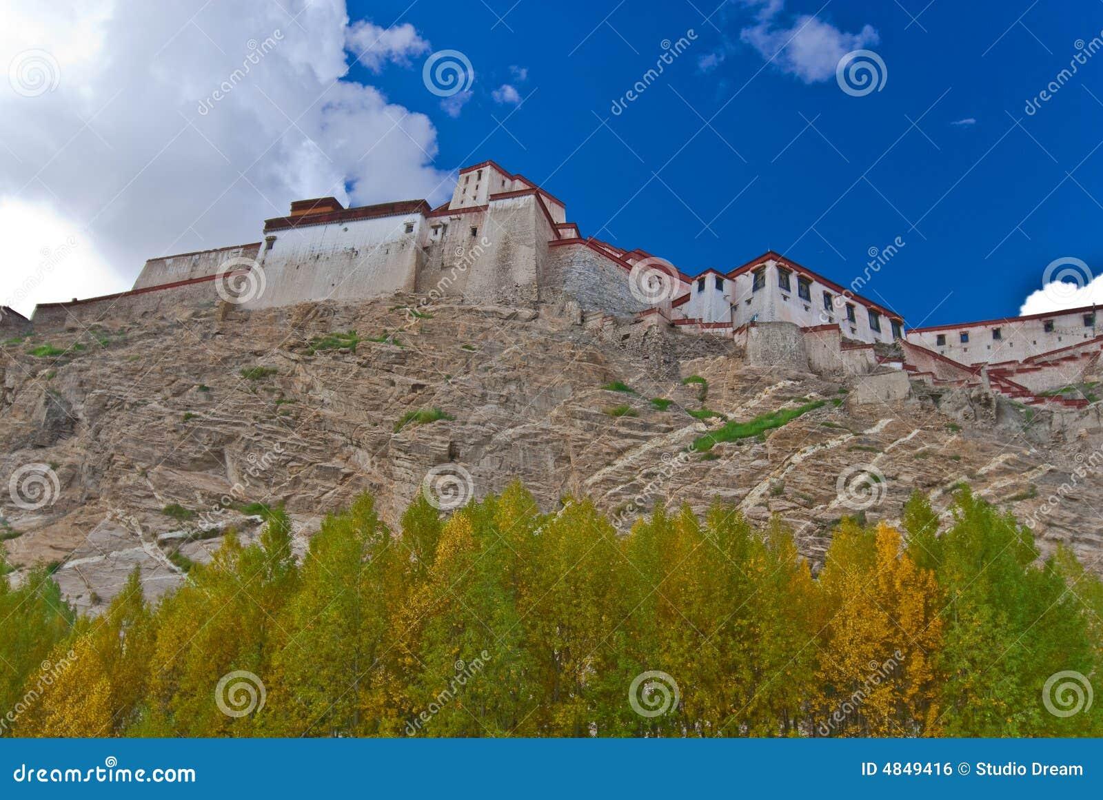 Credenza Da Montagna : Un monastero tibetano fotografia stock. immagine di credenza 4849416