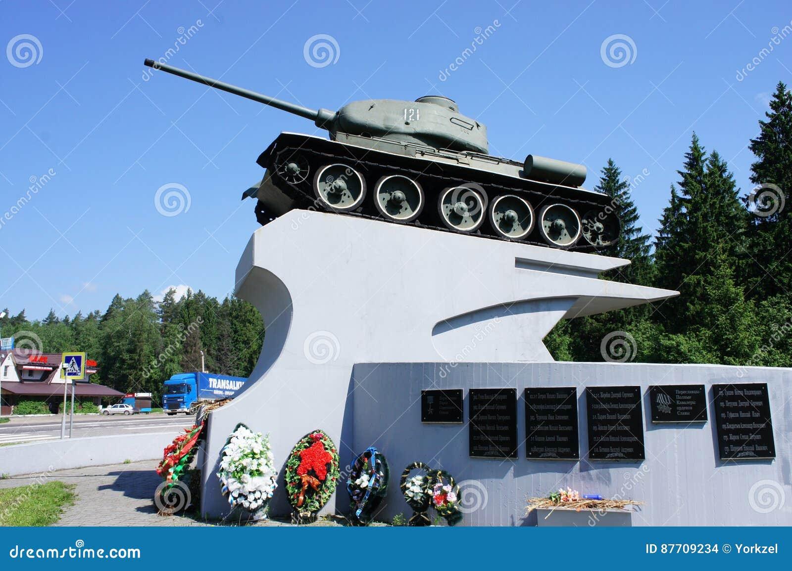 Un monument au créateur du réservoir légendaire de la deuxième guerre mondiale le t-34 Koshkin