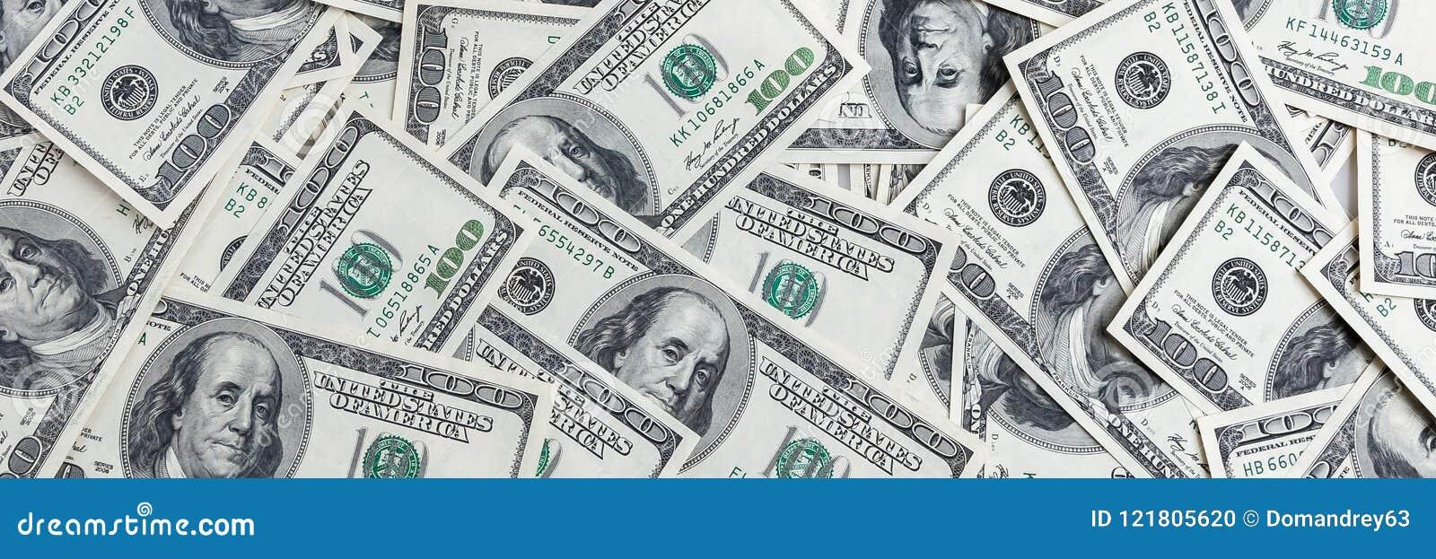 Un mucchio di cento banconote degli Stati Uniti I contanti di cento banconote in dollari, immagine di sfondo del dollaro