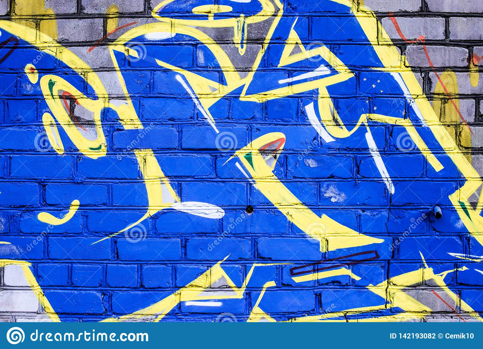 Un mur saccagé avec l art de graffiti de rue