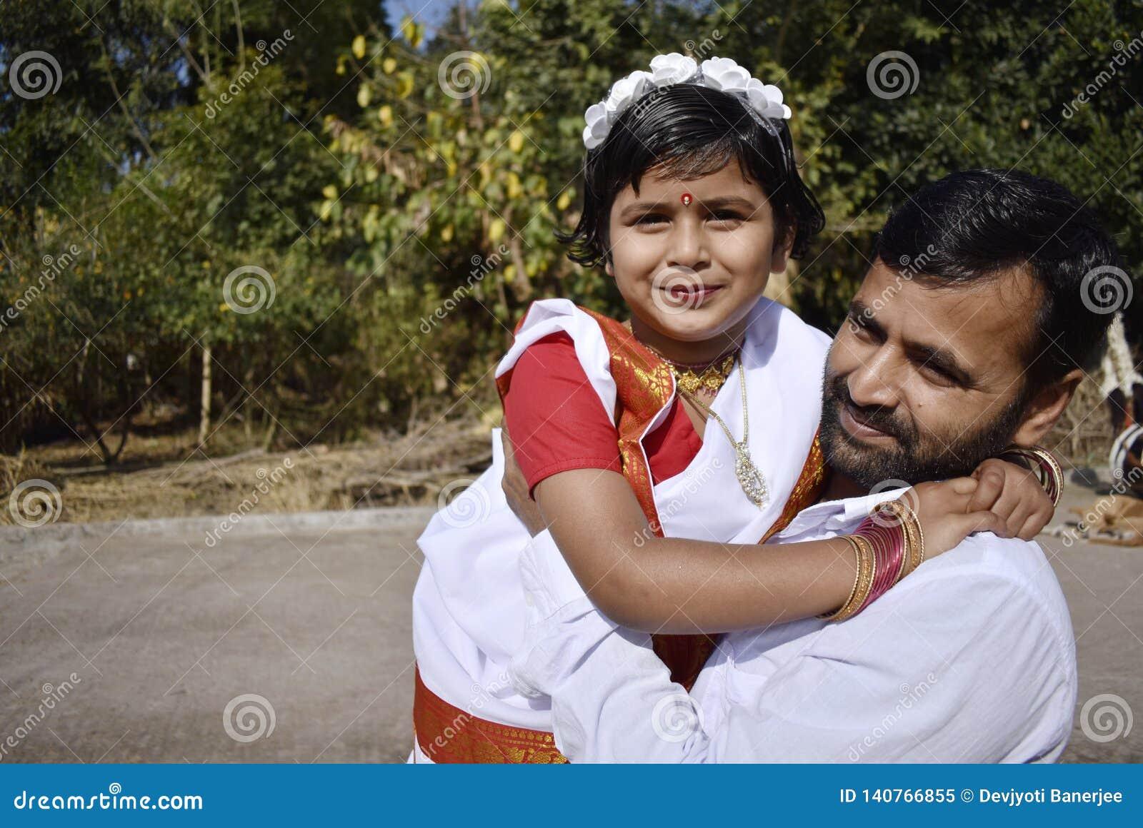 Un père fier avec sa fille