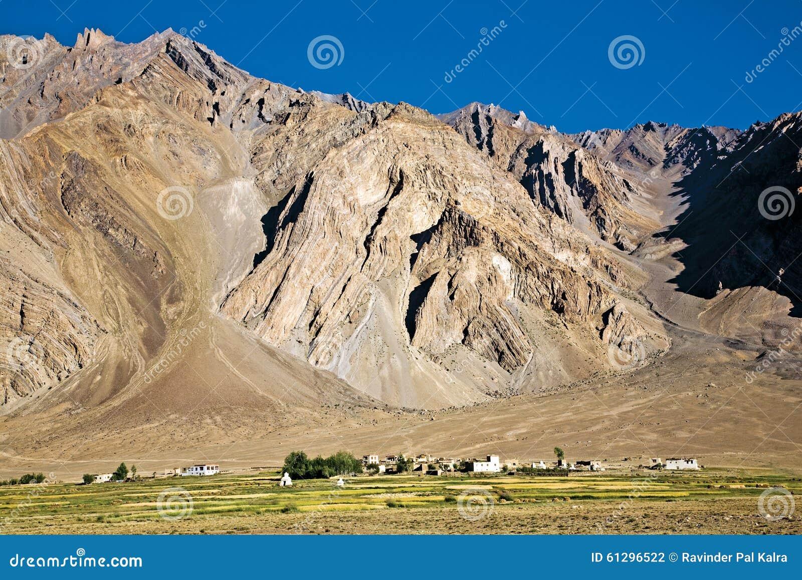 Un paisaje del pueblo de Zangla, valle de Zanskar, Padum, Ladakh, Jammu y Cachemira, la India