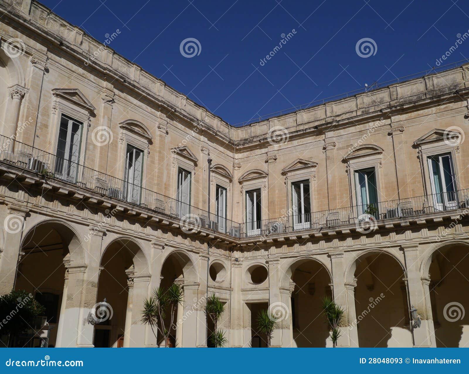 Un palais dans lecce en italie photos stock image 28048093 for Dans italien