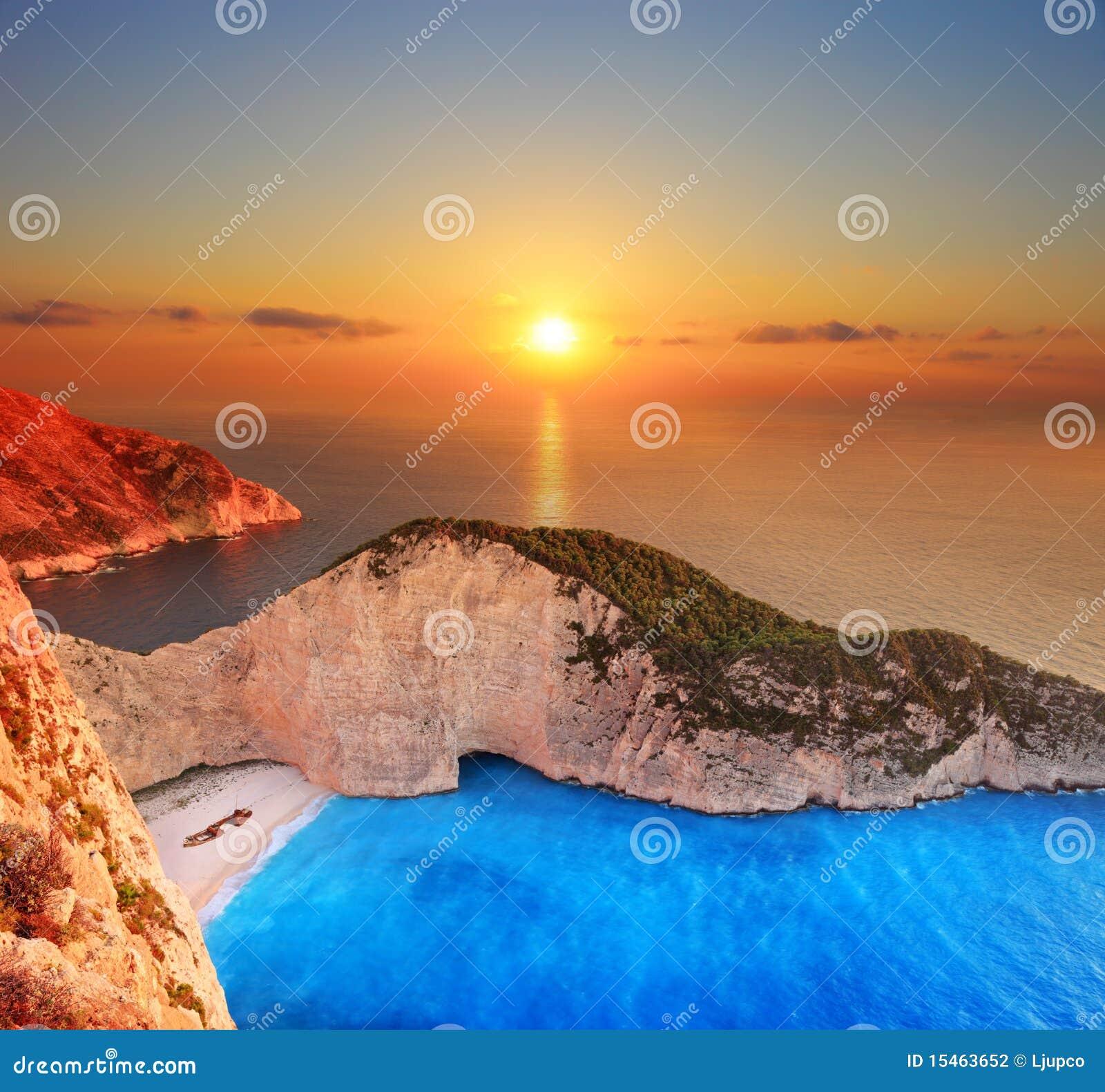 Un panorama del tramonto sopra Zacinto