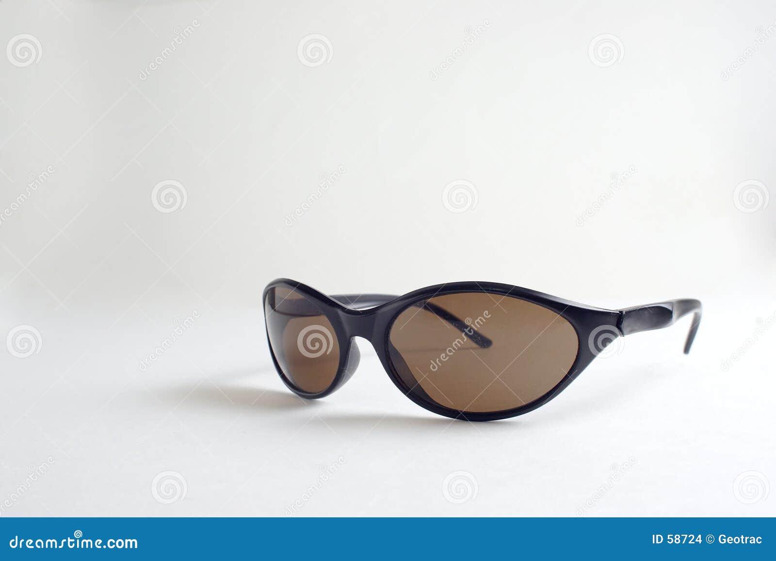Un par de gafas de sol negras
