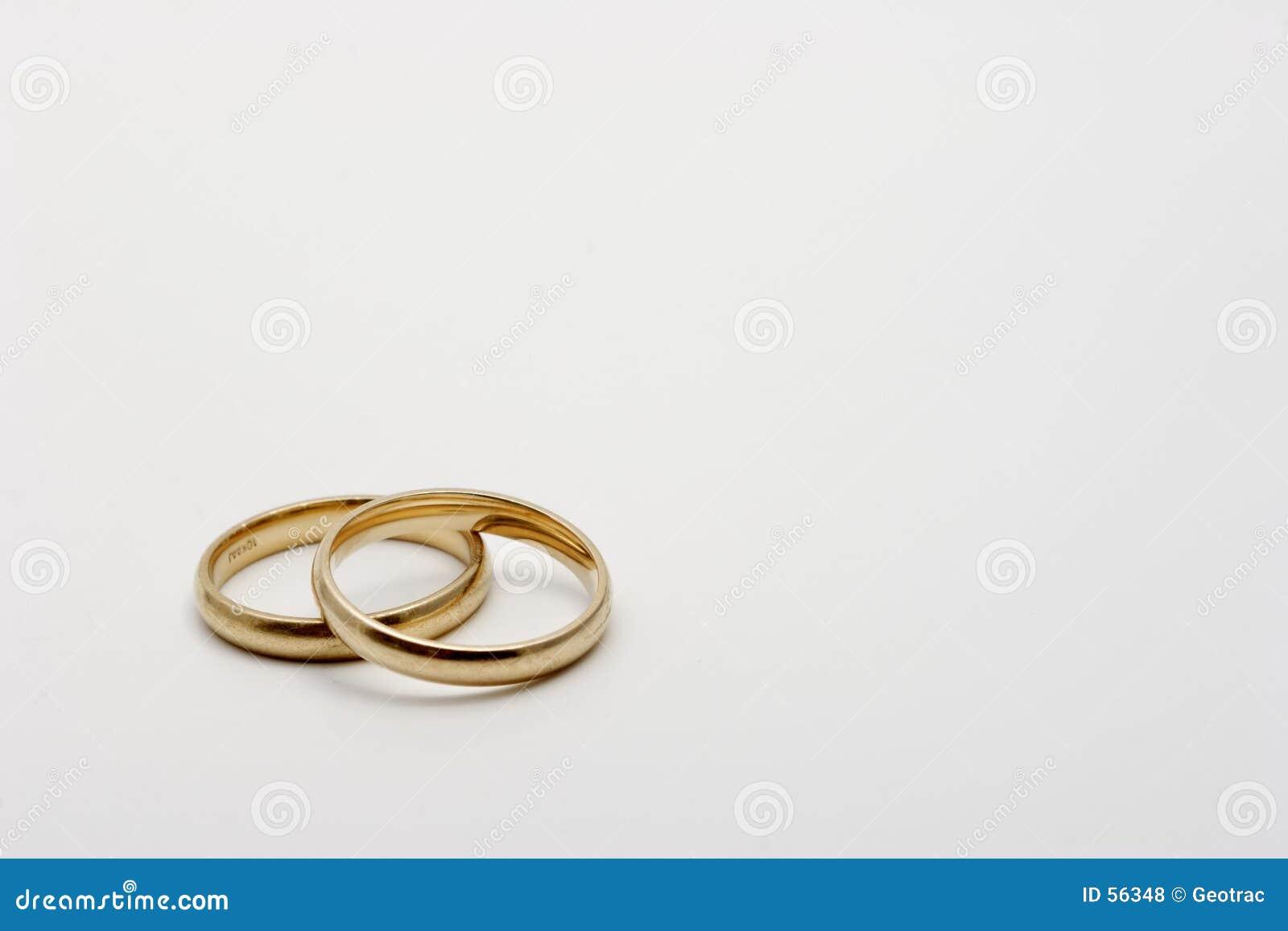 Un par de vendas de los anillos de bodas