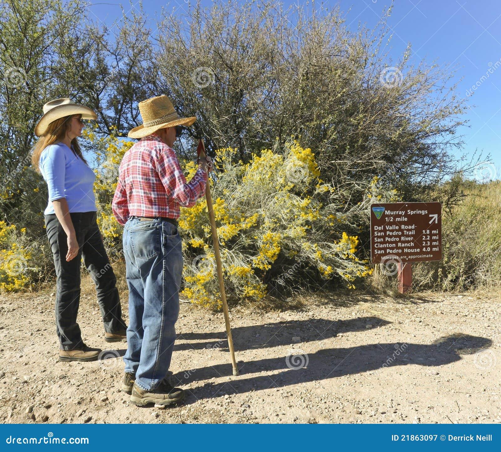 Un par que va de excursión en los resortes de Murray - rastro de Clovis