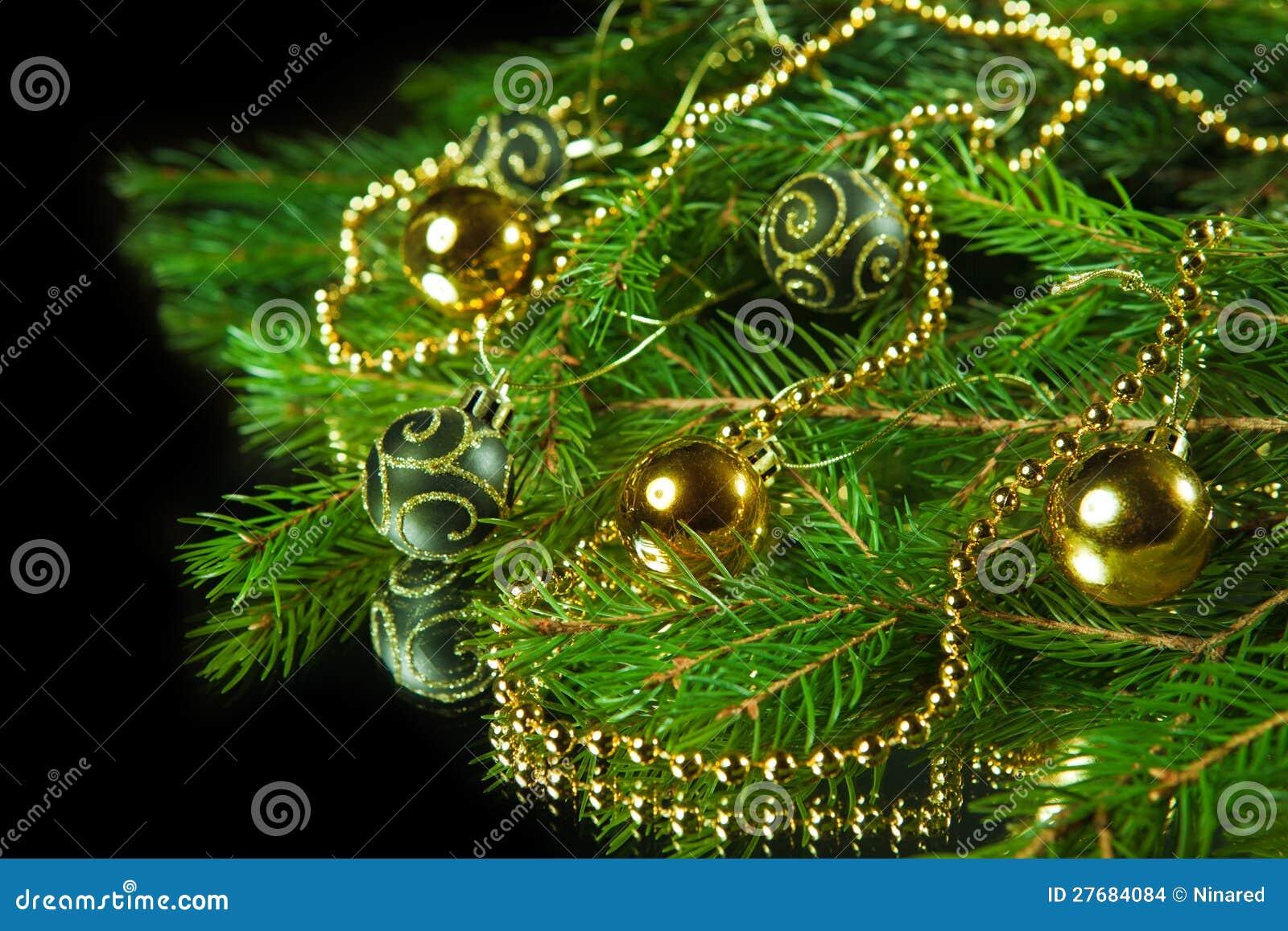 Un particolare di un albero di natale con le decorazioni - Decorazioni albero di natale ...