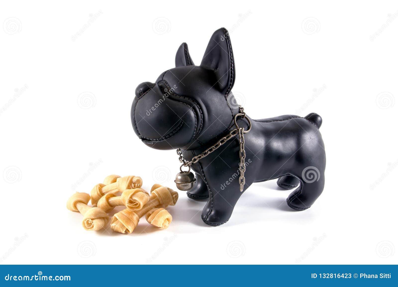 Animaux En Plastique Jouet un petit chien de jouet en plastique avec des os de cuir