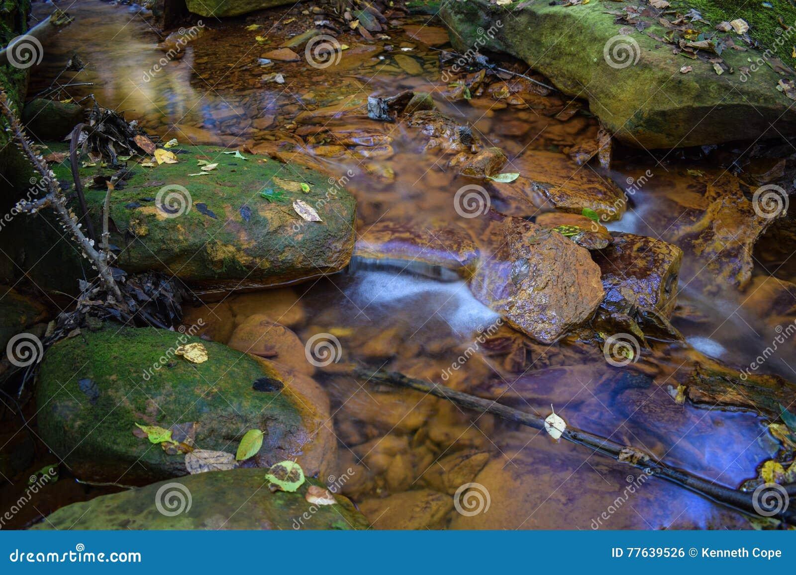 Un petit courant a souillé l orange du drainage de mine acide