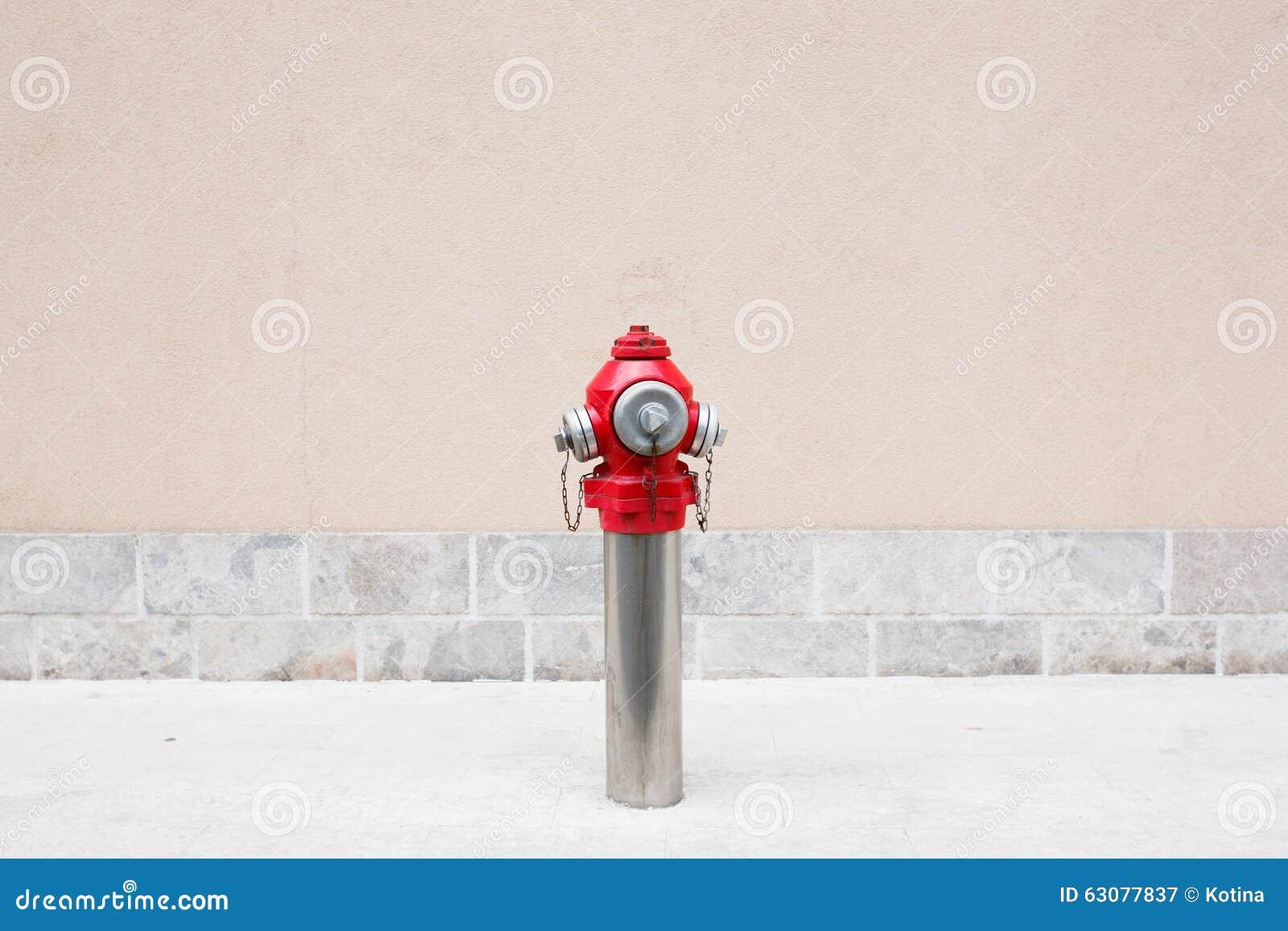 Download Un Plan Rapproché D'une Bouche D'incendie Rouge Extérieure Image stock - Image du protection, métal: 63077837