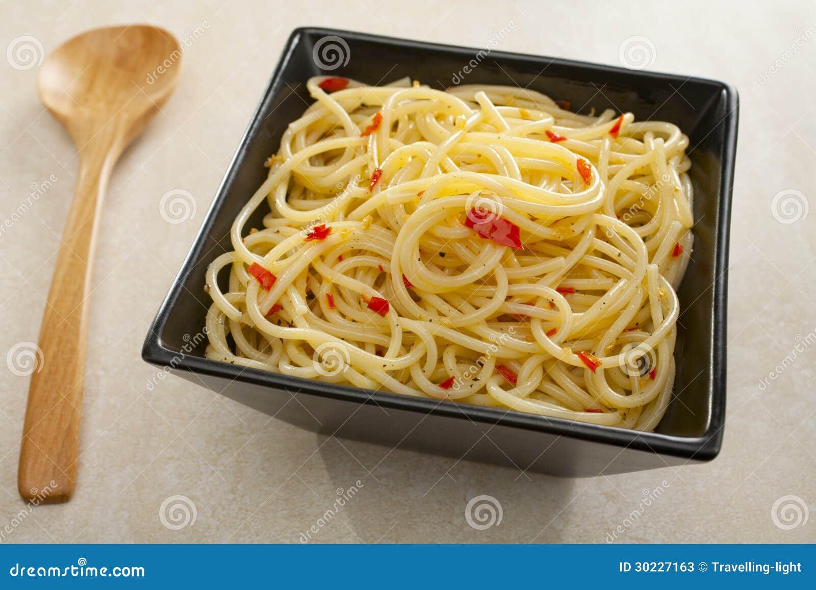 Spaghetti De Pates Avec Le Piment D Ail Et L Huile D Olive