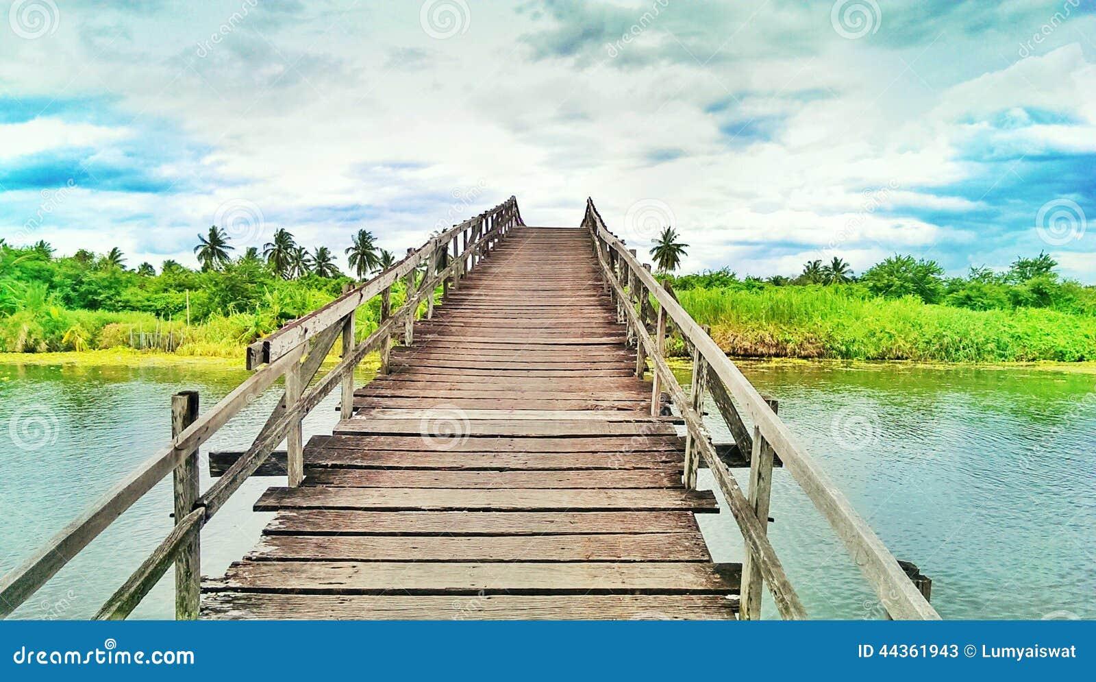 Un ponte di legno