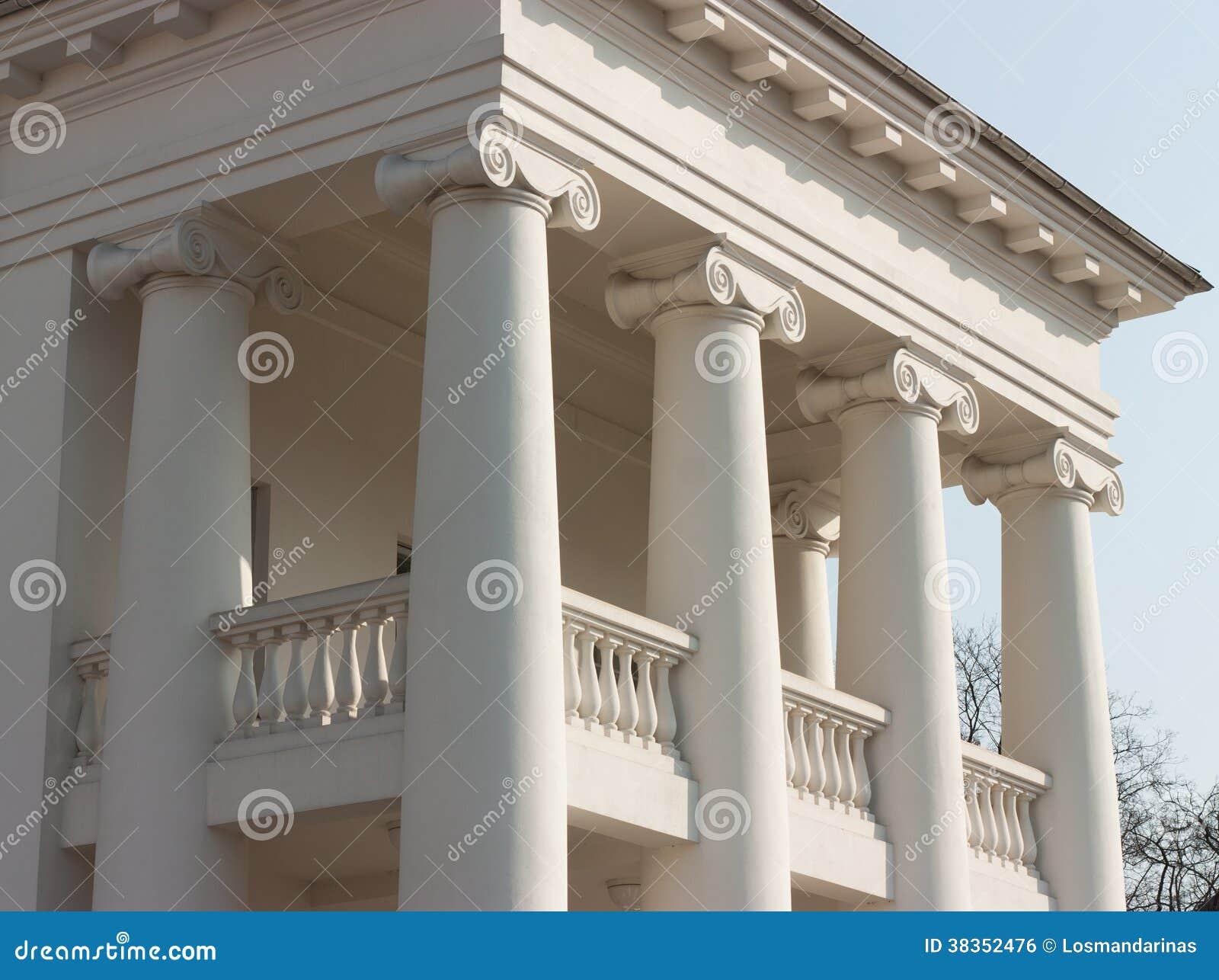 Un portico ionico classico di quattro colonne fotografia for Colonne di portico di casa
