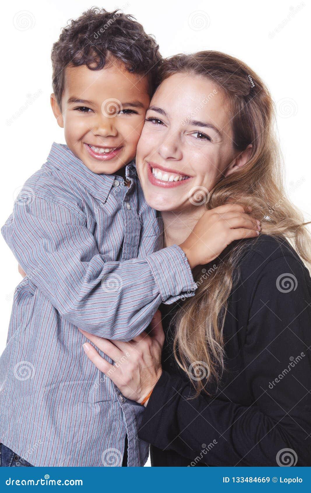 Un portrait de famille africaine gaie heureuse