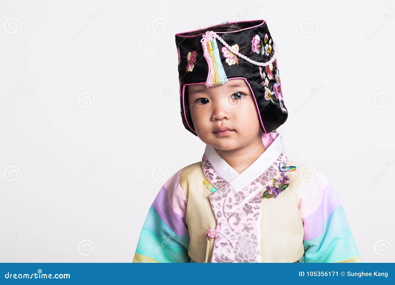 Utilisant Studio Portrait De Un Costume D'une Fille Jeune pgHqx