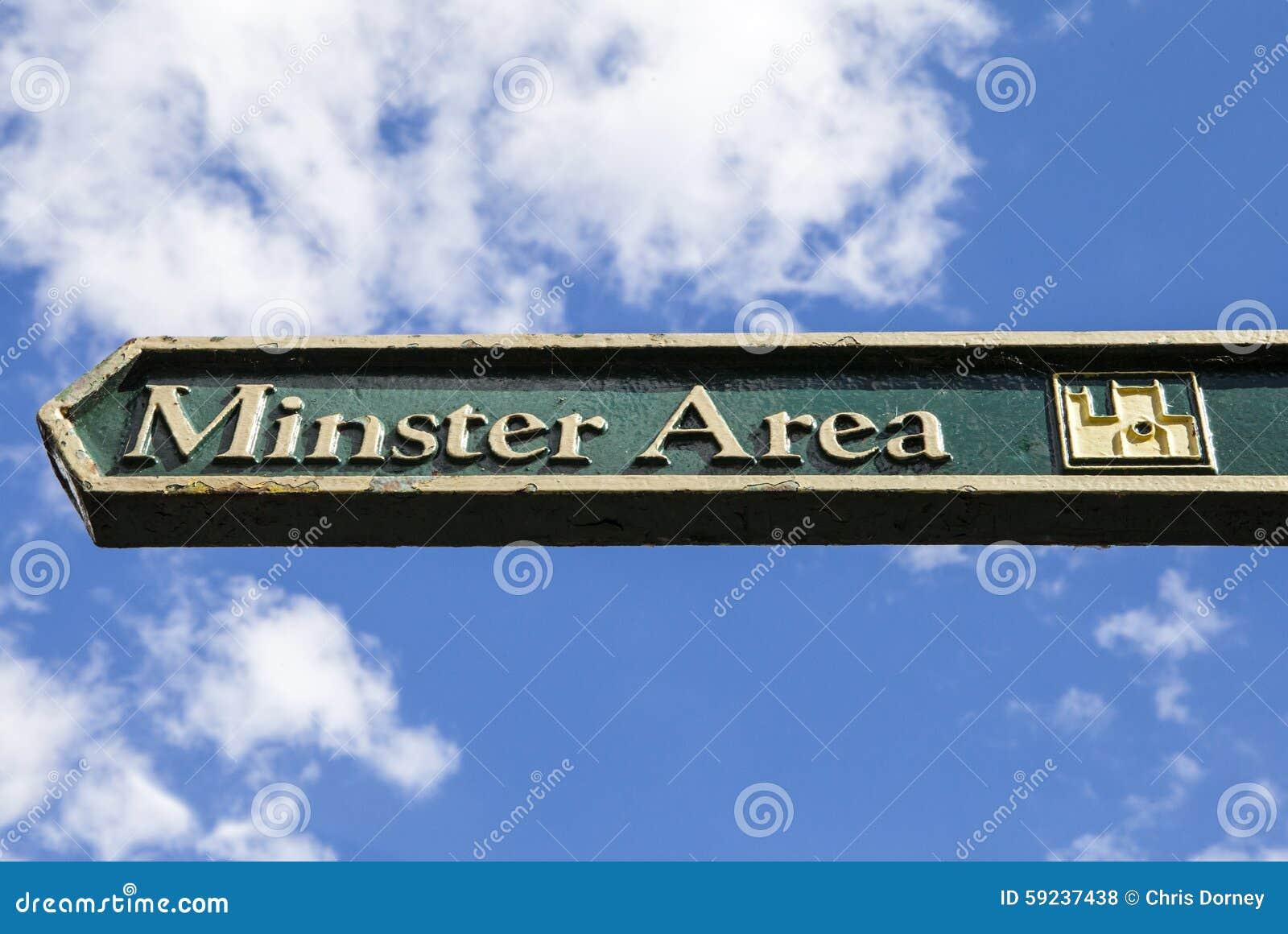 Un poste indicador para el área de la iglesia de monasterio en York