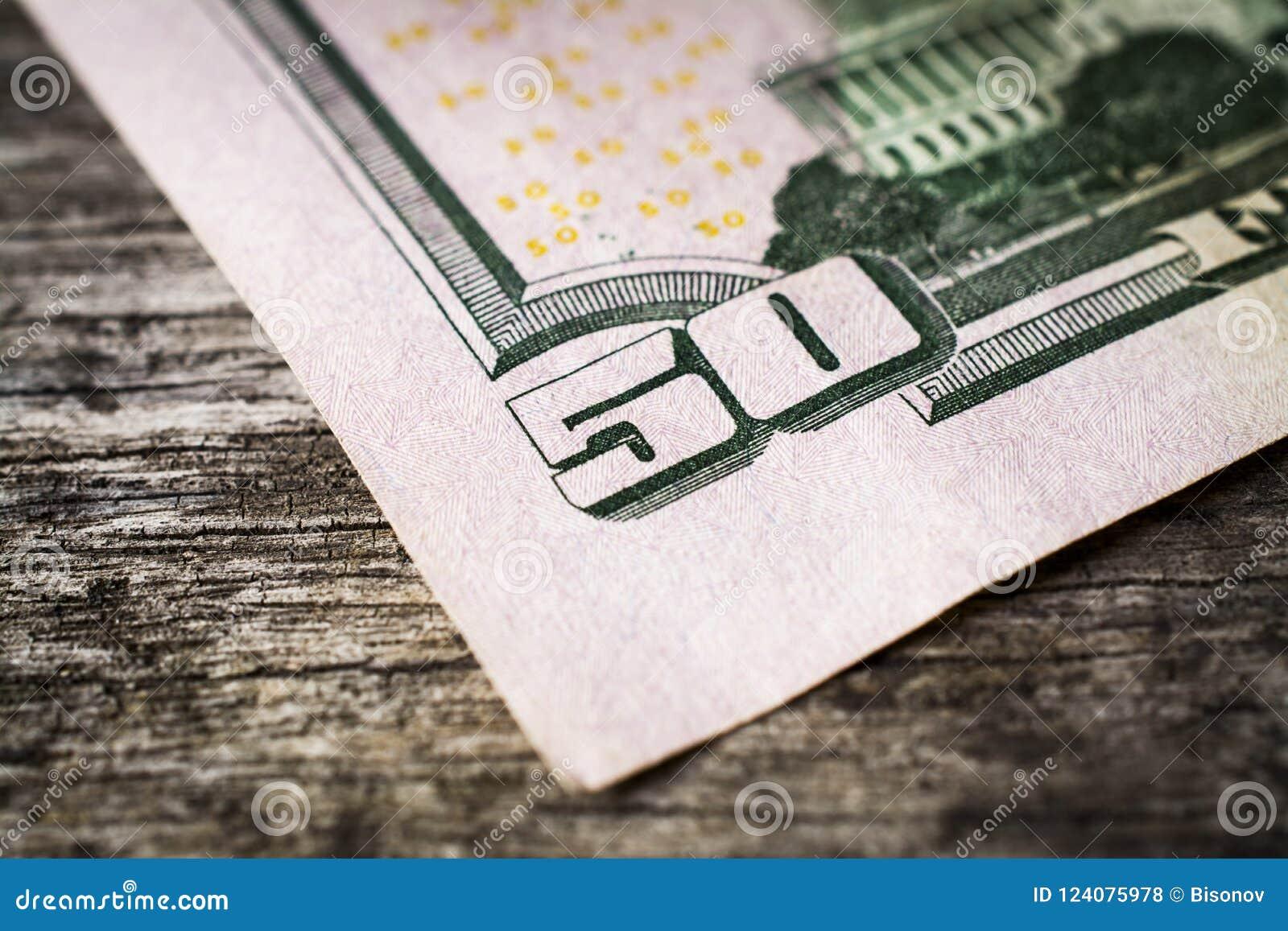 Un primo piano della banconota in dollari 50
