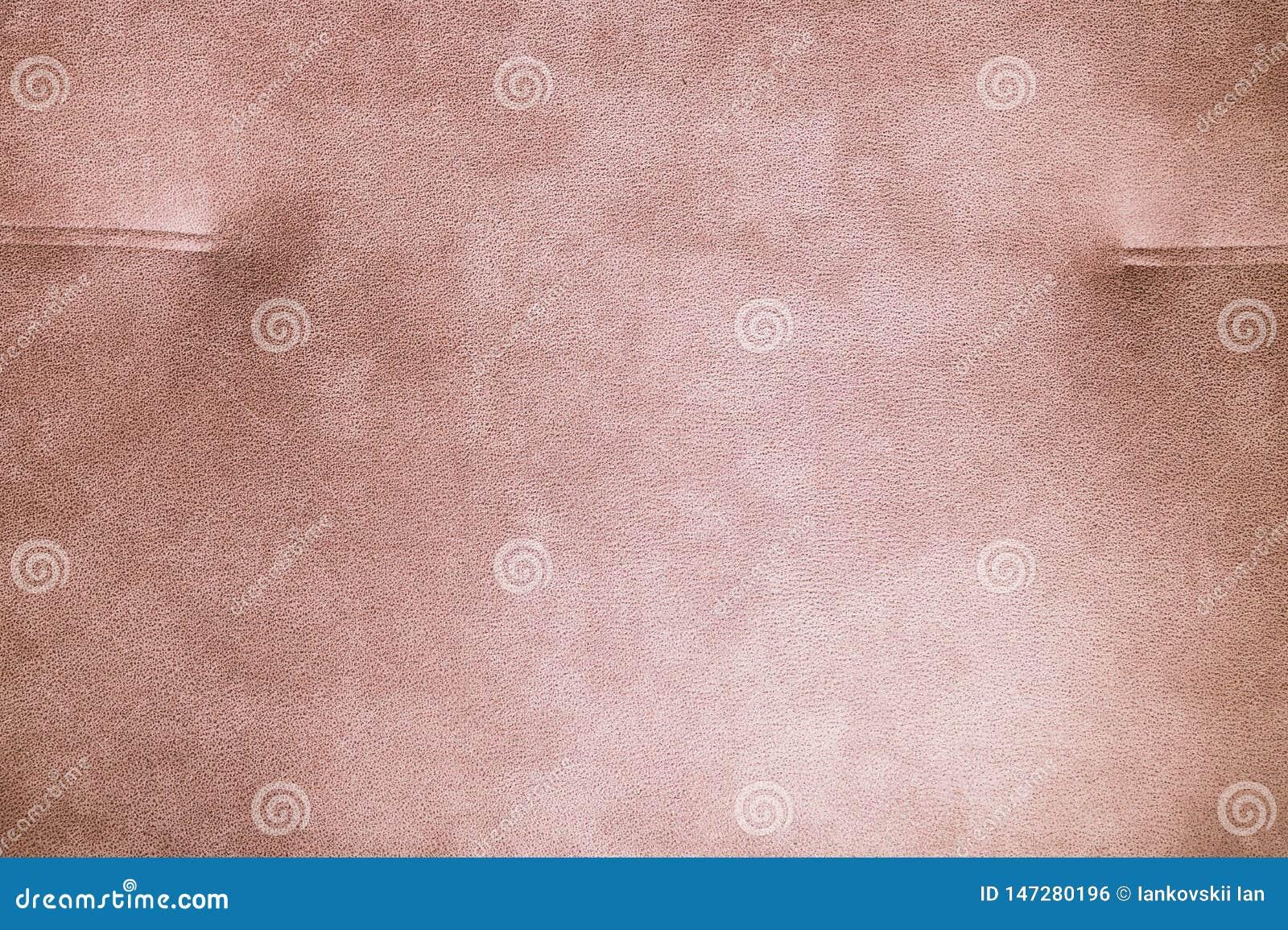 Un primo piano di un frammento di un sof? beige costoso del tessuto nella stanza