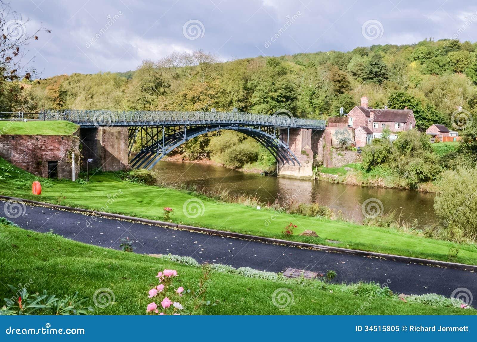 Un puente del hierro sobre el río Severn