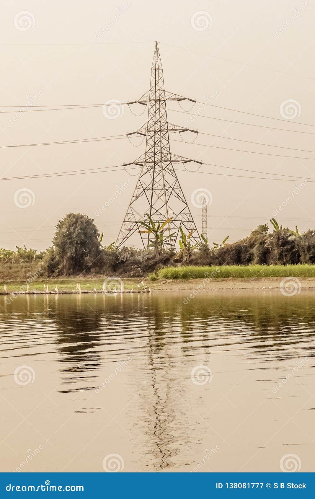 Un pylône de l électricité de tour de transmission ou de tour de puissance ou pylône électrique au Royaume-Uni, au Canada et aux