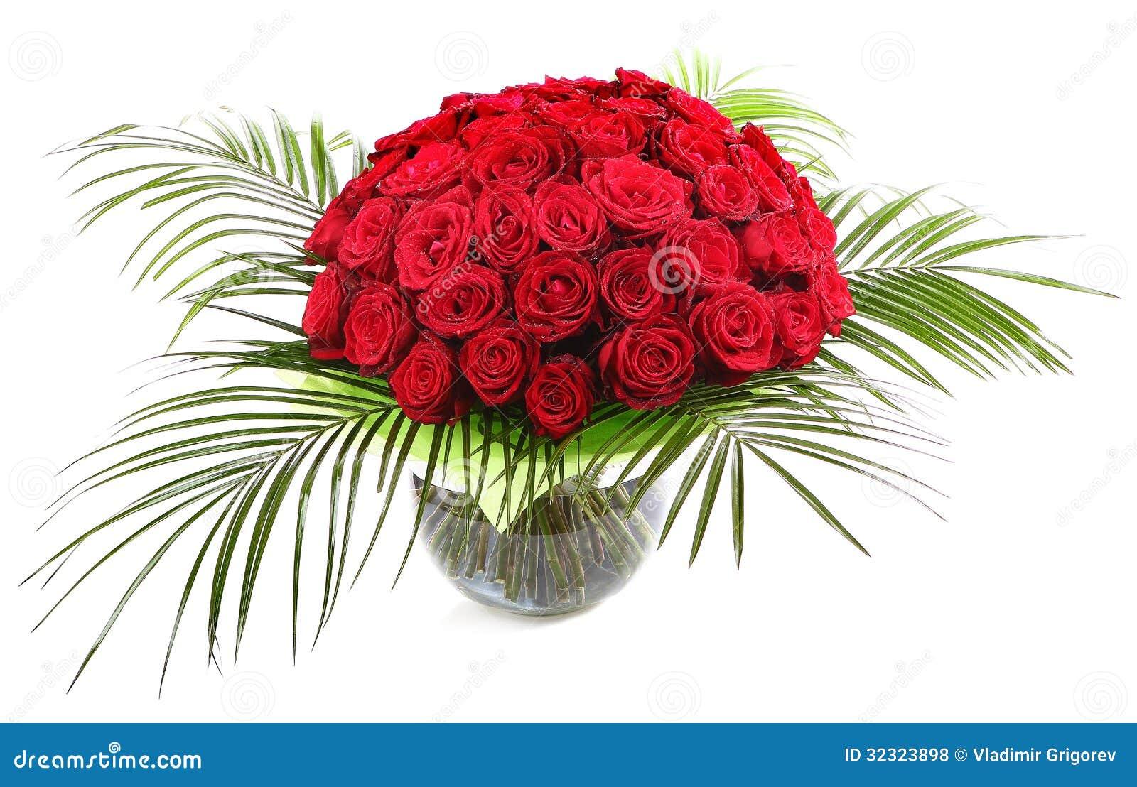 Un Ramo Grande De Rosas Rojas En Un Florero De Cristal Transparente