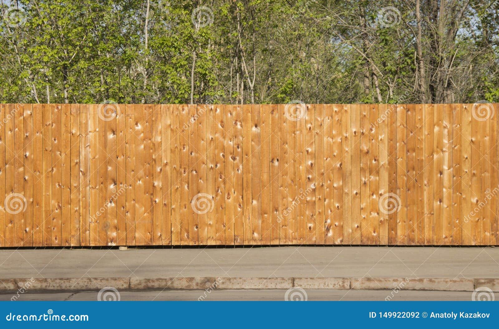 Un recinto di legno pulito