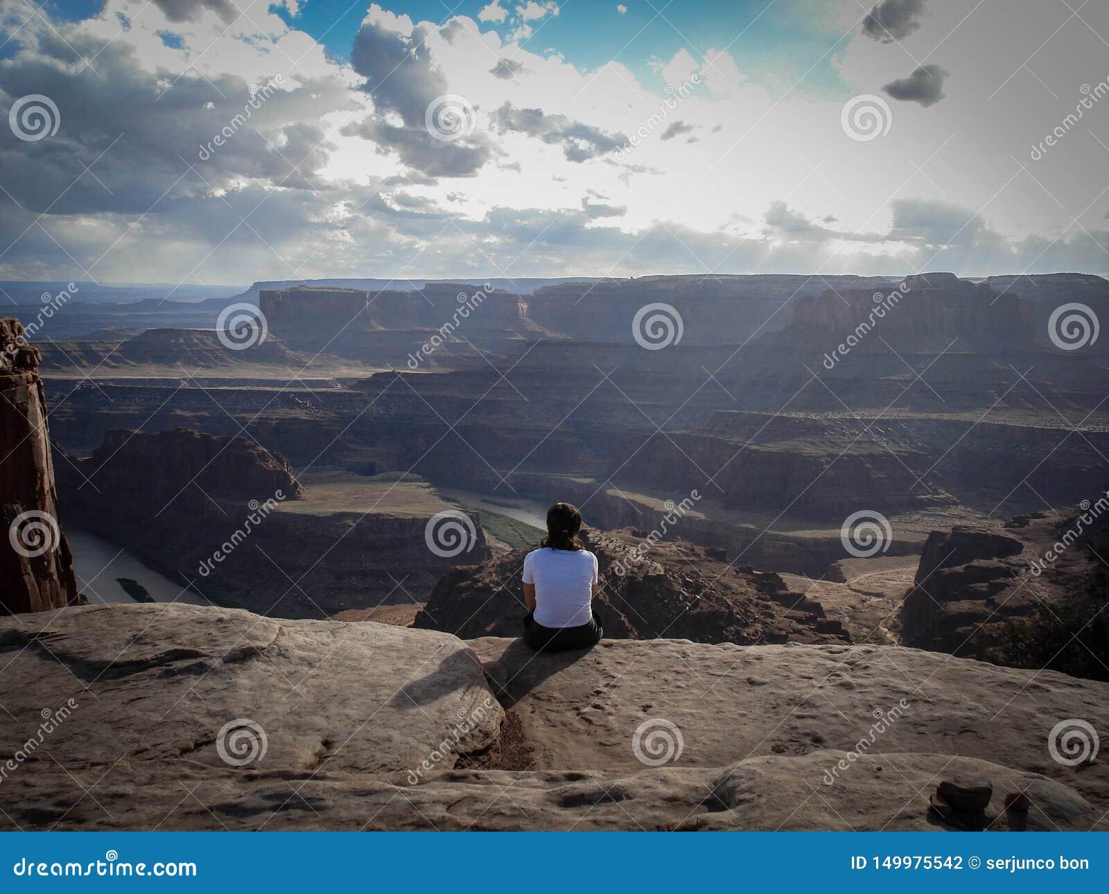 Un regard tranquille chez le fleuve Colorado en parc de point de cheval mort