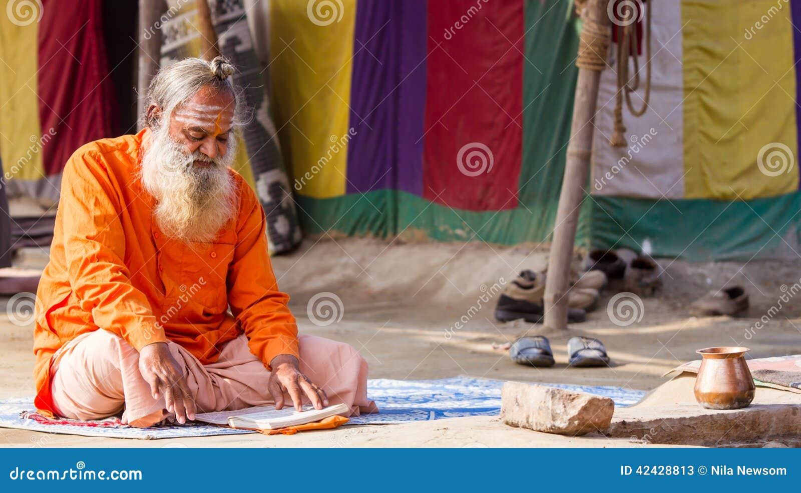 Un sacerdote hindú en el Kumbha Mela en la India