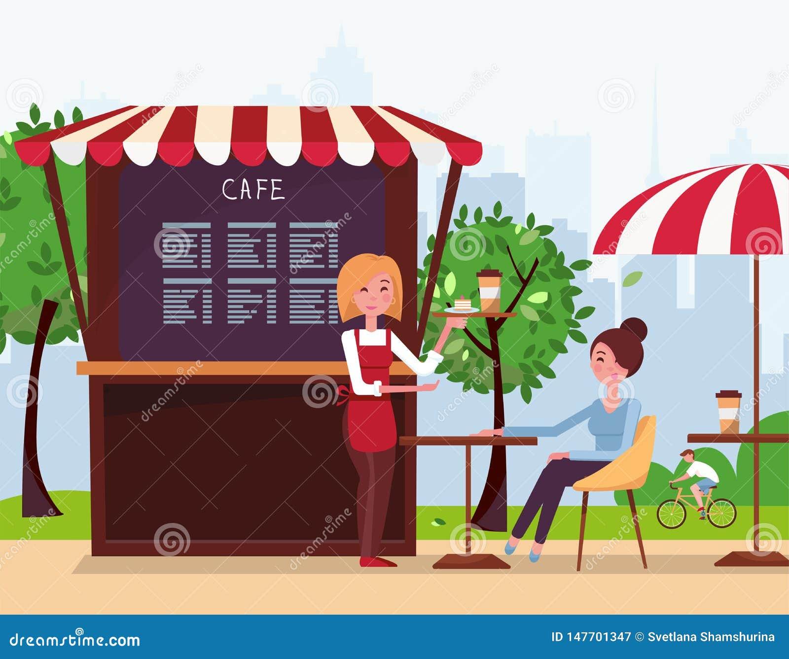 Un serveur de jeune fille a apporté un ordre au client Un petit café de rue avec la tente en parc de ville Les boissons de fille