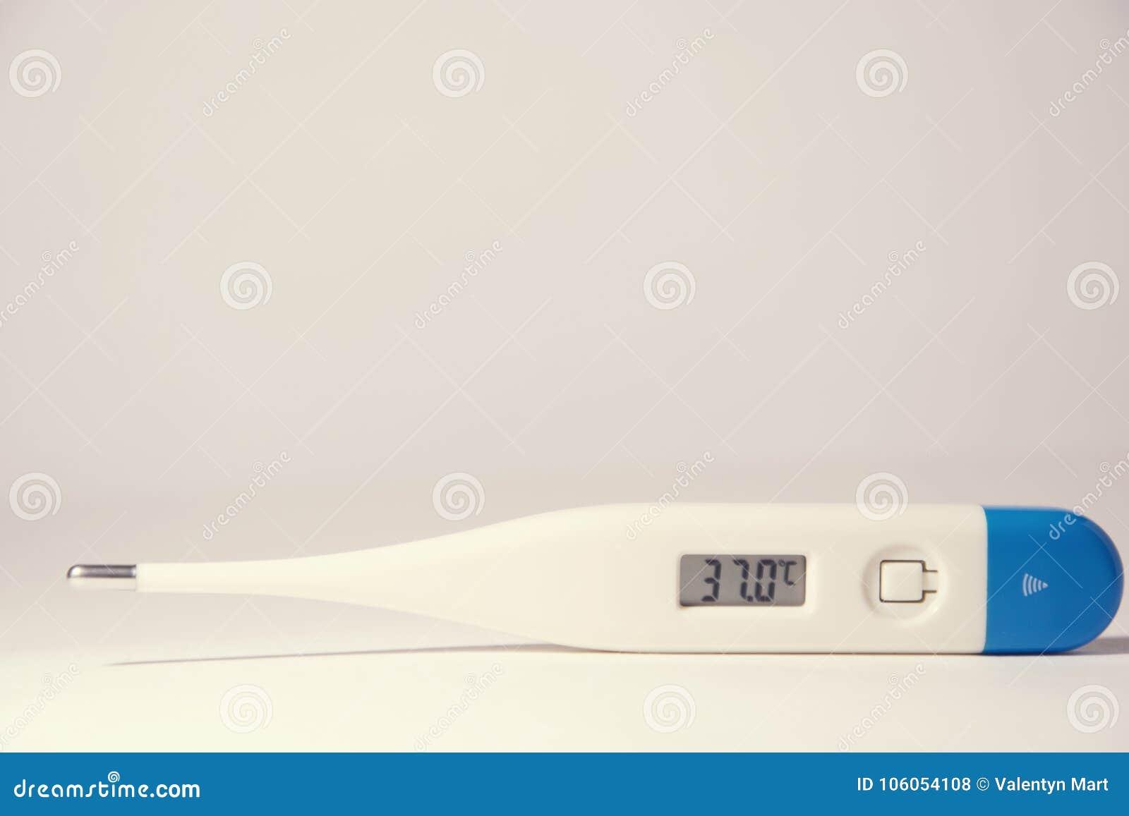 Un Termometro Che Mostra Un Alta Temperatura Corporea Di 37 Priorita Bassa Bianca Medicina Fotografia Stock Immagine Di Esposizioni Background 106054108 Inicialmente se fabricaron aprovechando el fenómeno de la dilatación. bassa bianca medicina fotografia stock