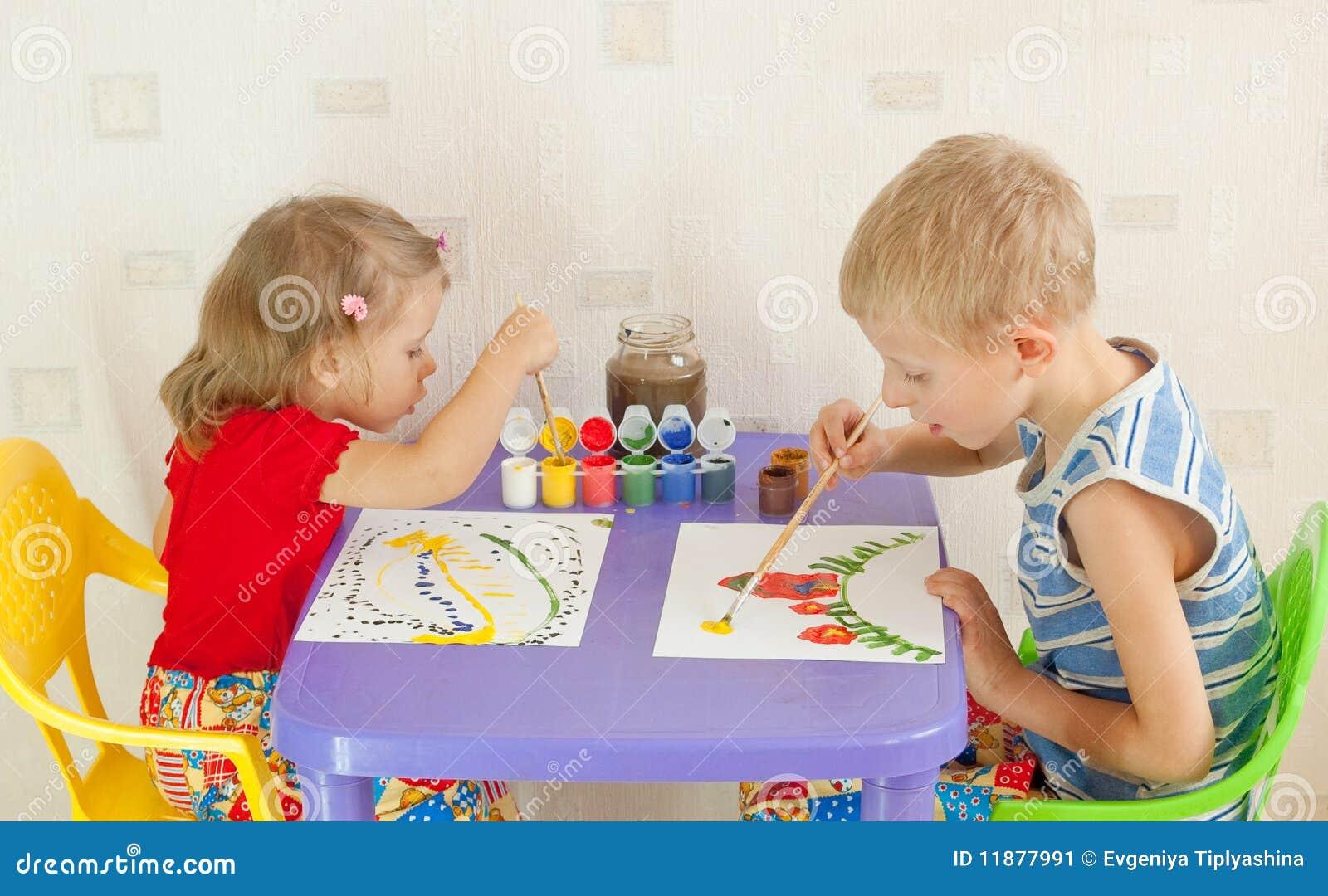 Un tiraggio dei due bambini
