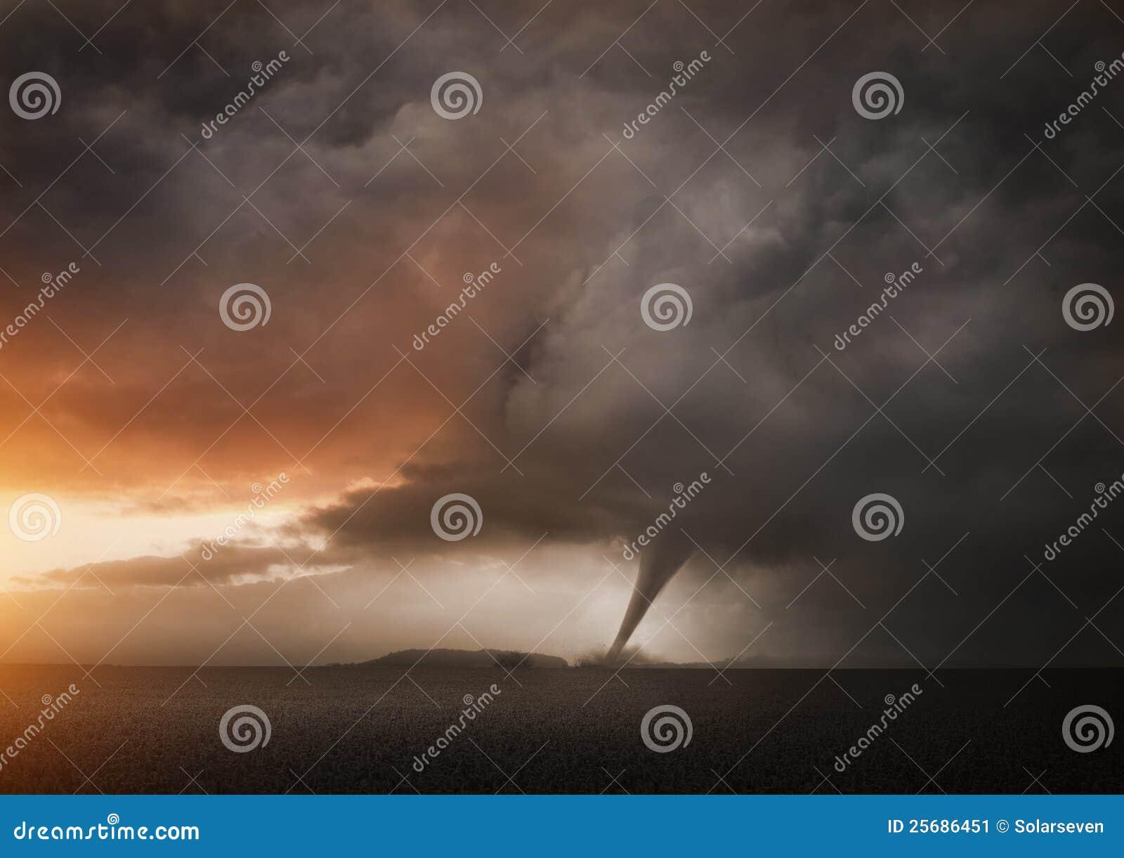 Un tornado distante