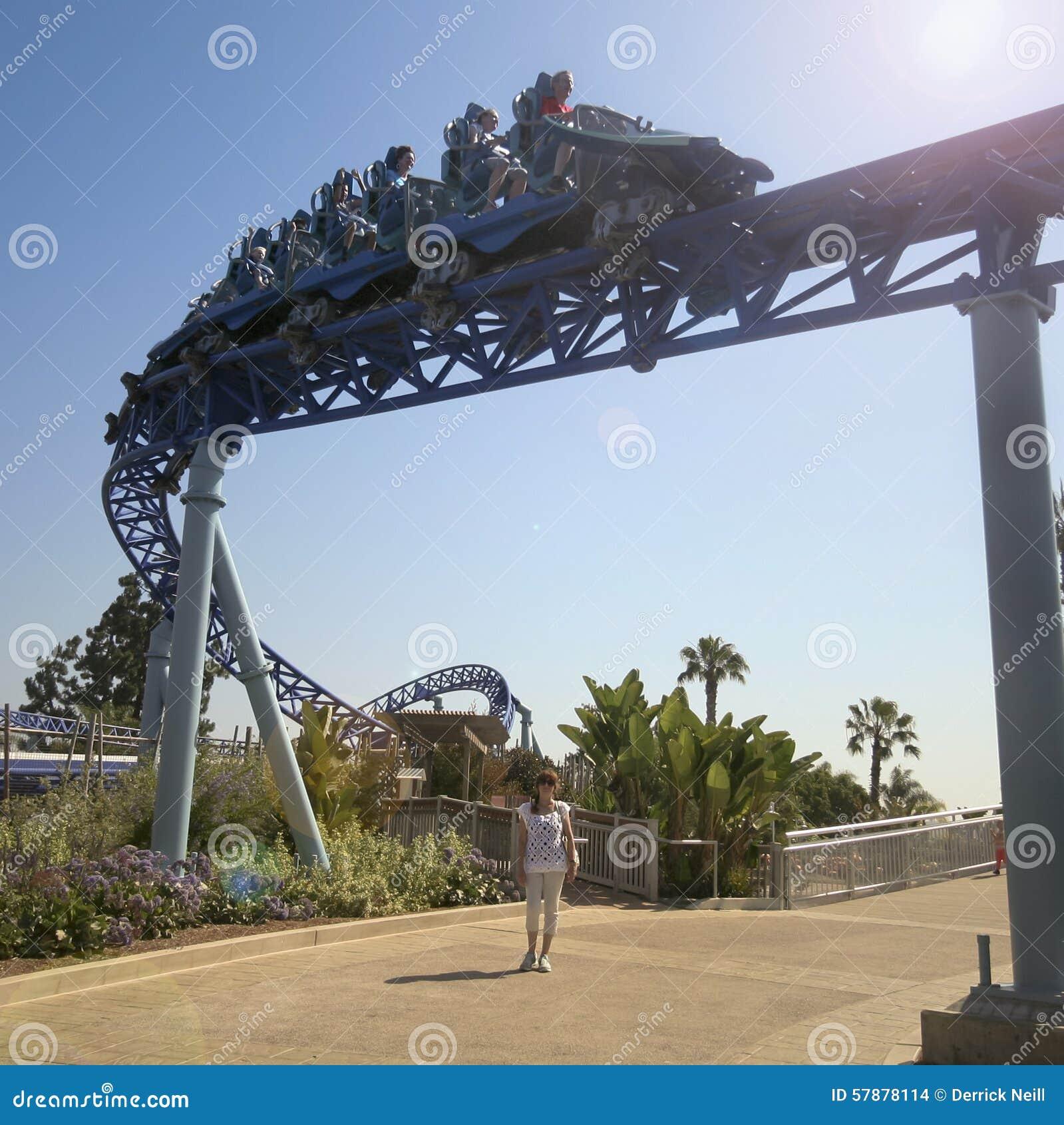 Un tour de montagnes russes de Manta, SeaWorld, San Diego