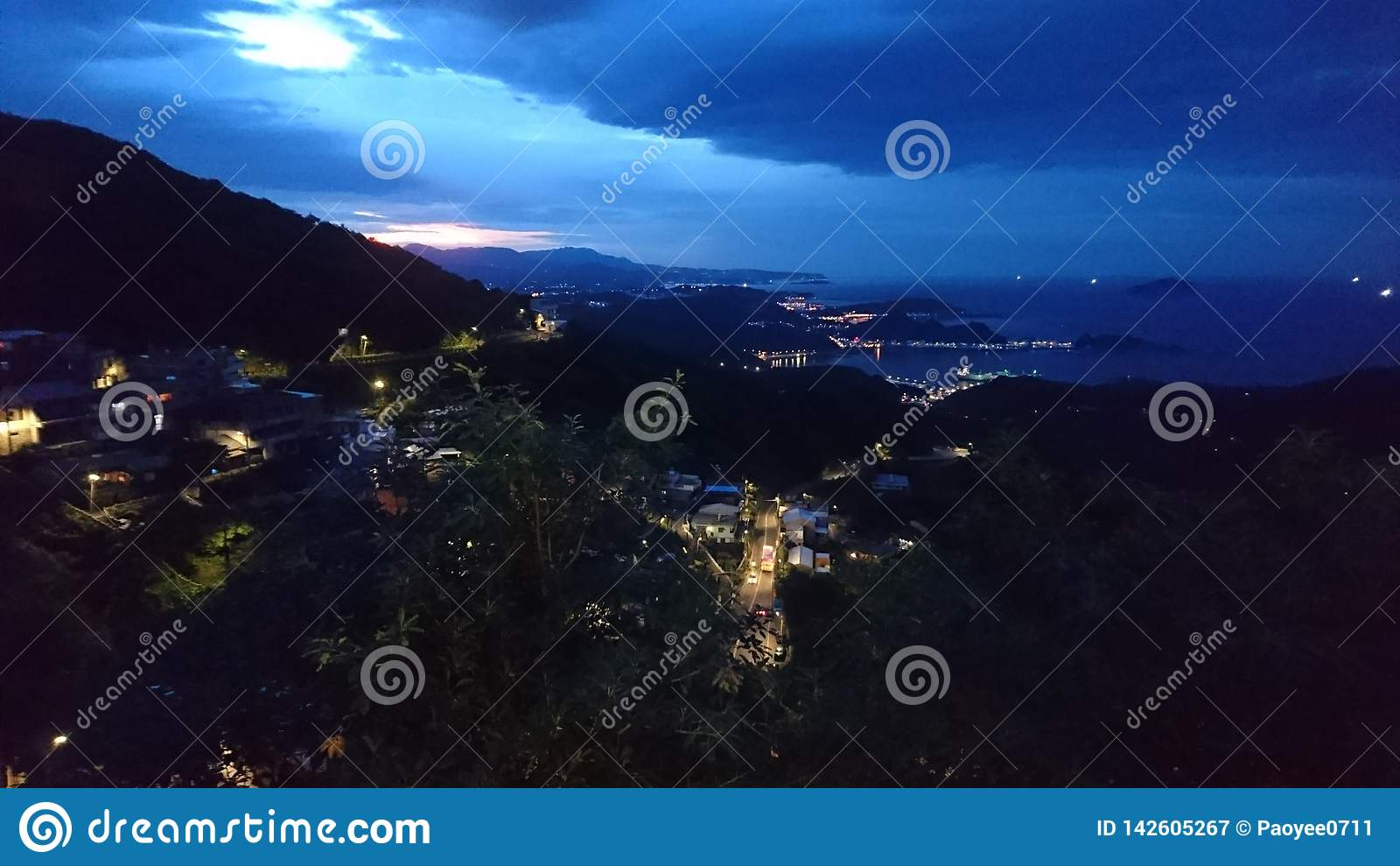 Un tramonto dalla collina superiore